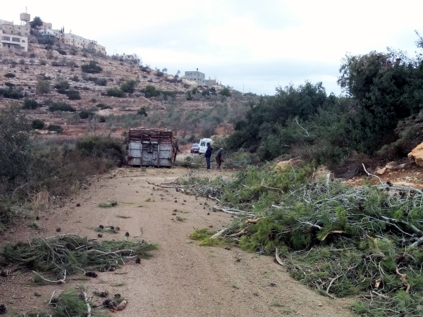 Obstruction in the way to Deir Nidham