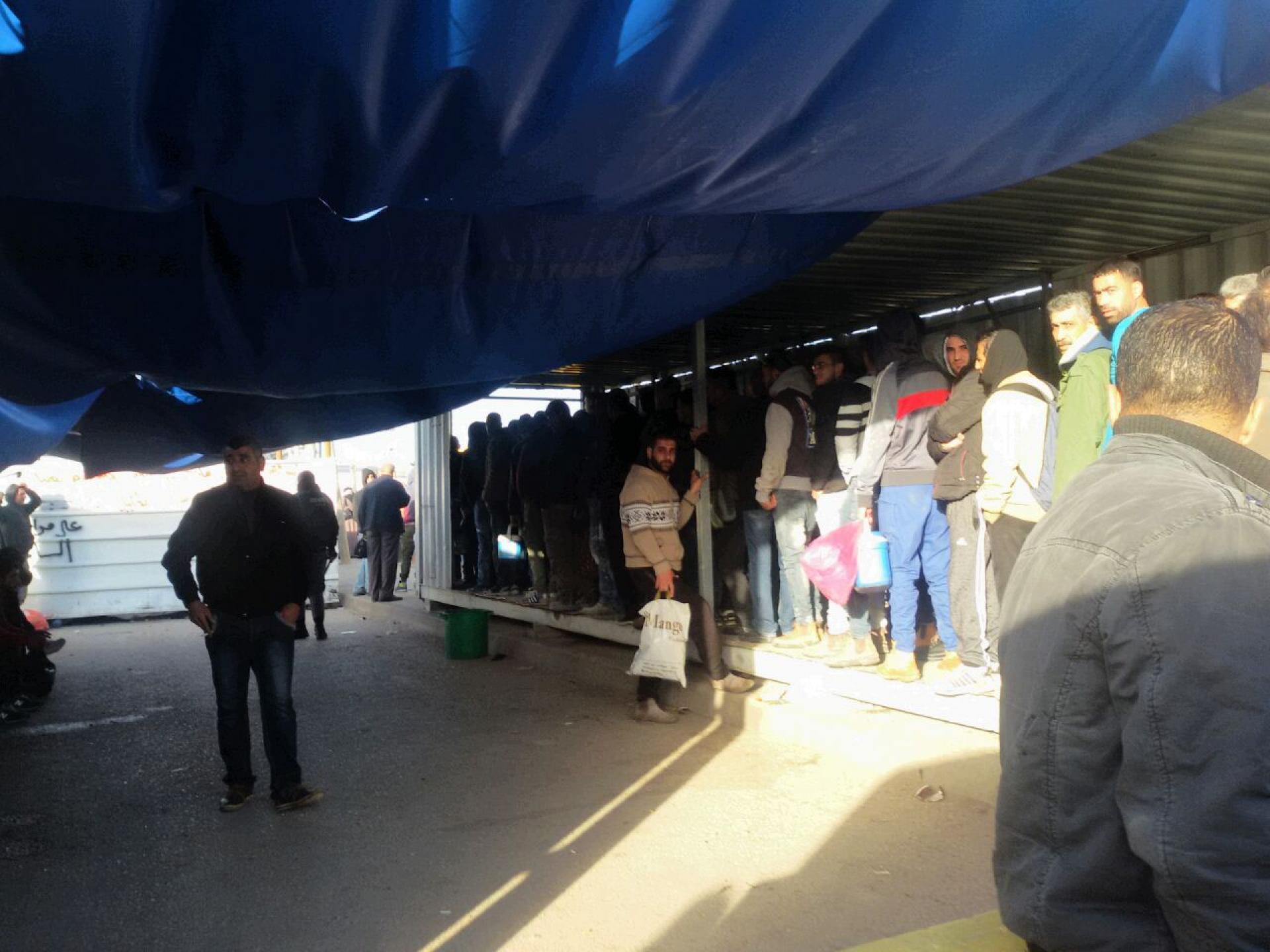 תור בוקר צפוף במחסום ברטעה