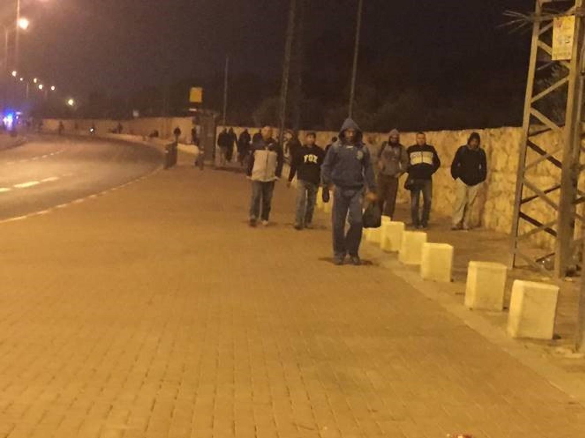 מחסום בית לחם 0515 בשעה זו כבר יוצא מהמחסום זרם של גברים פלסטינים