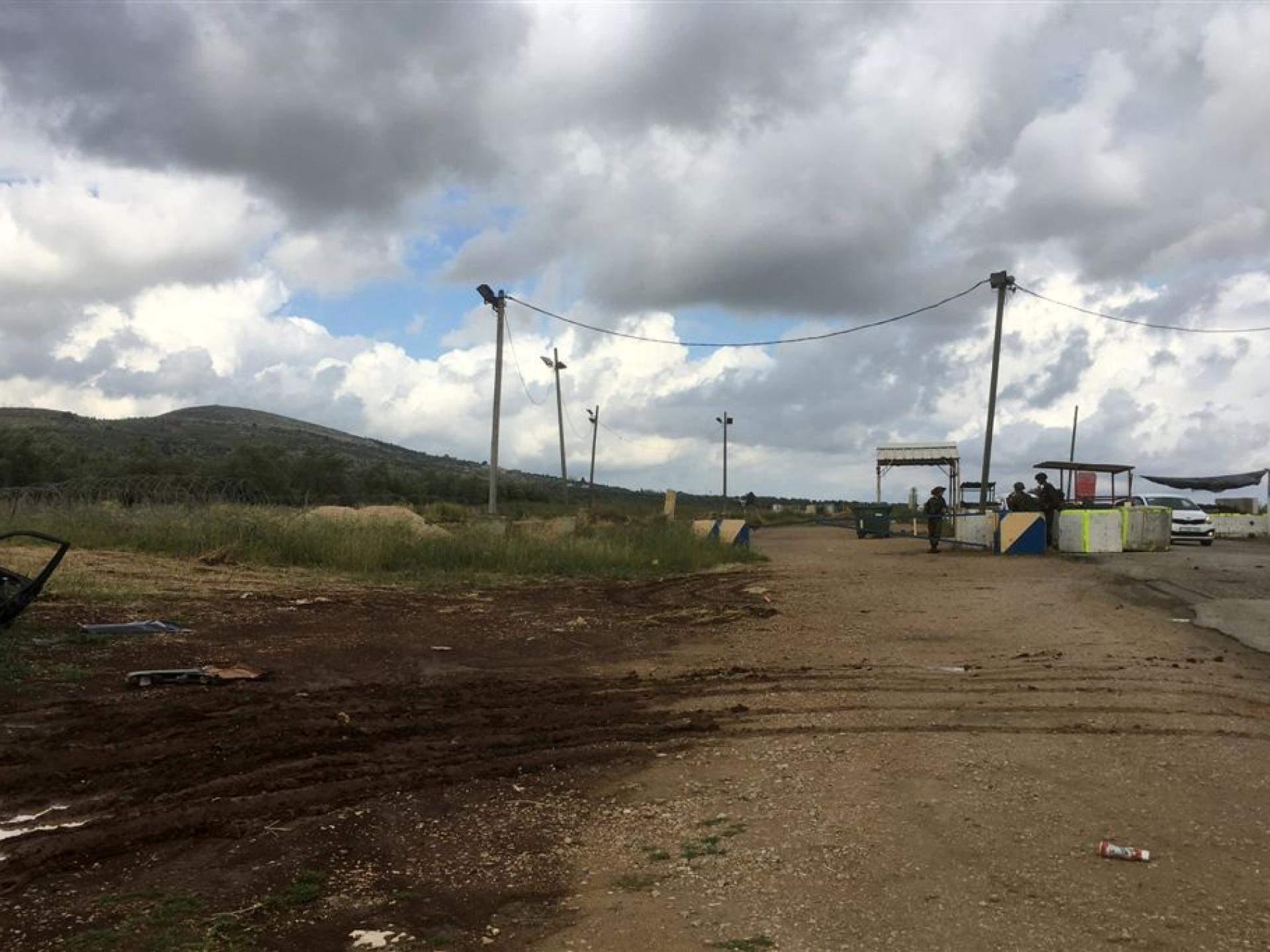 Yaabed-Dotan checkpoint: manned and shielded
