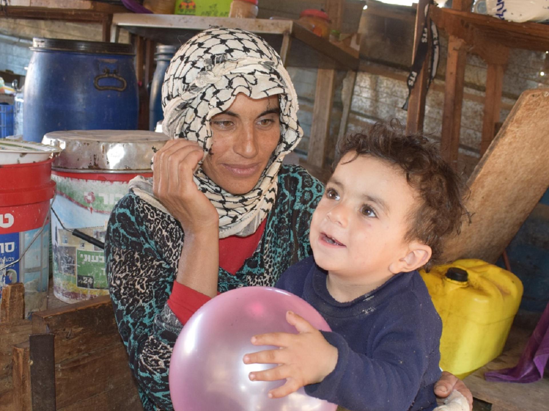 ח'רבת מקחול: נאג'יה בשאראת וחסאן בן השנה וחצי