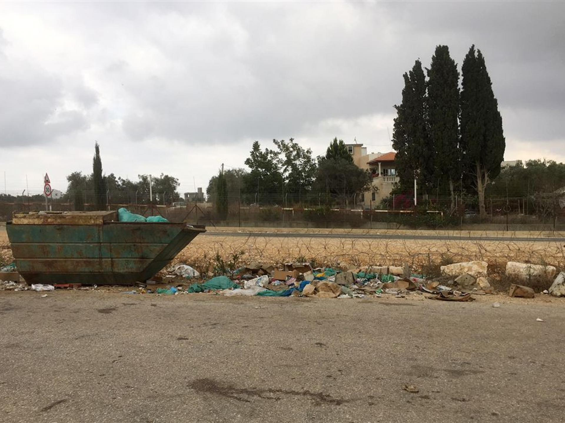 Tura – Shaked Checkpoint: The IDF is responsible for the permanent garbage dump at the entrance to the checkpoint.