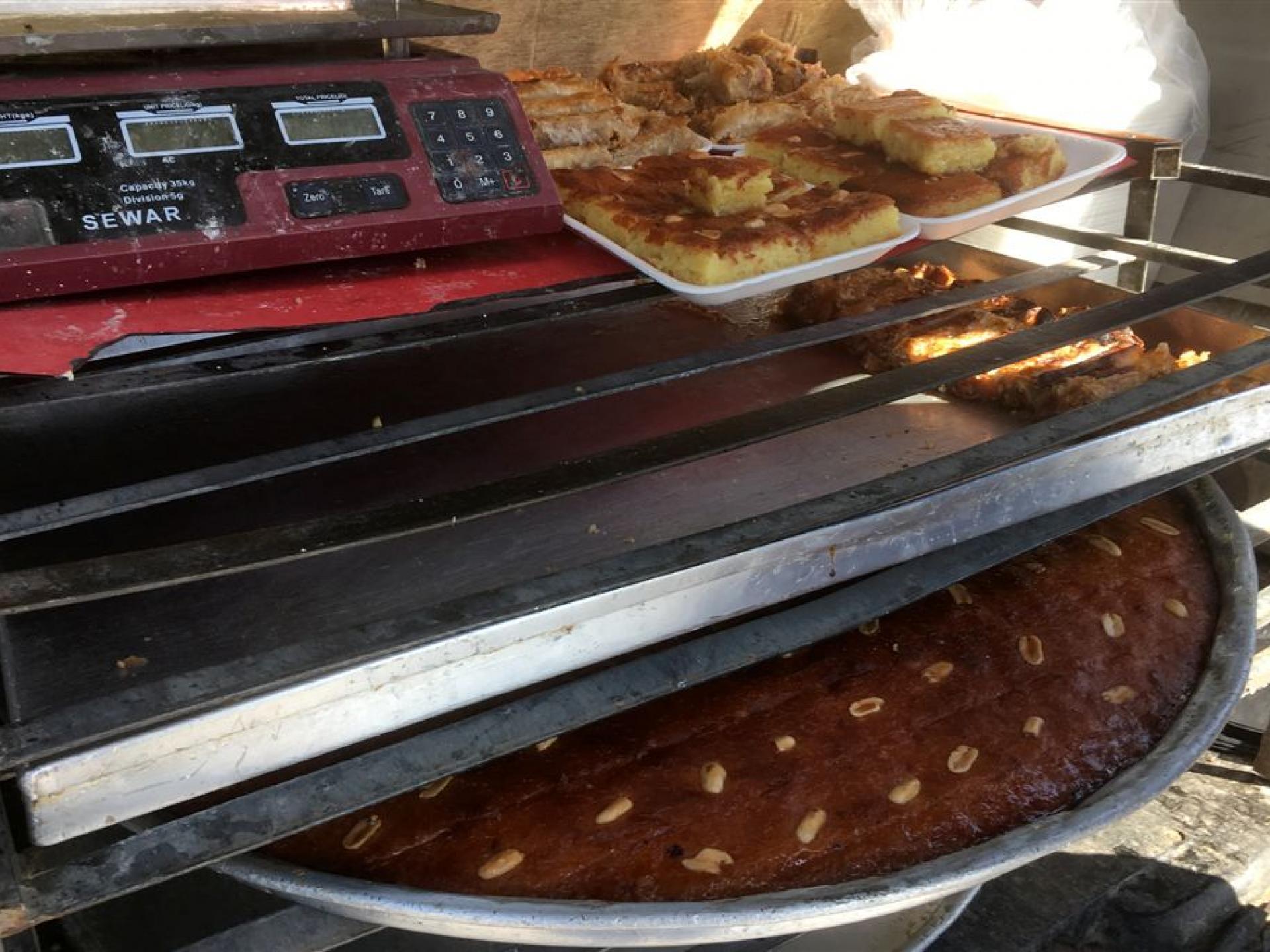 מחסום ברטעה: עוגות הסולת נמכרות מרכב