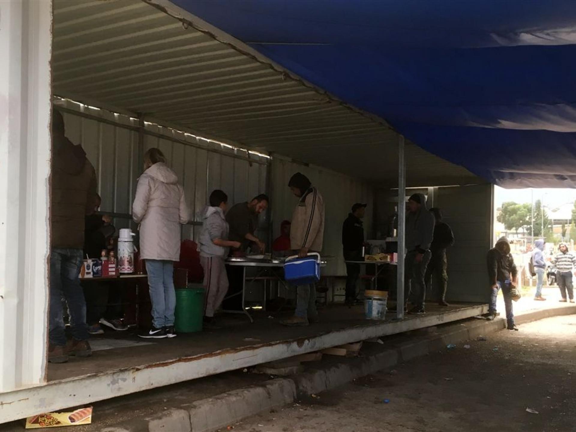 קפה וממתקים במחסום ברטעה