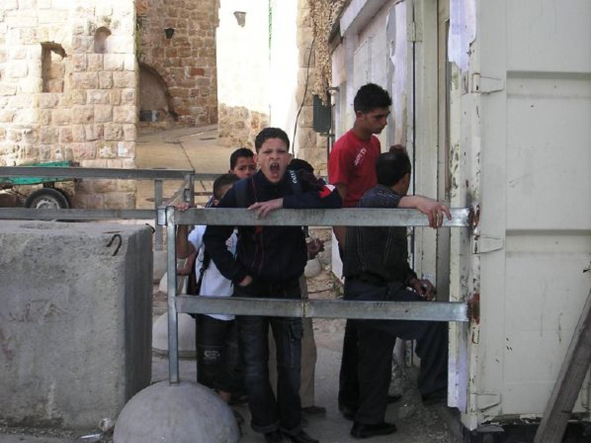 Hebron Pharmacy checkpoint 15.04.08
