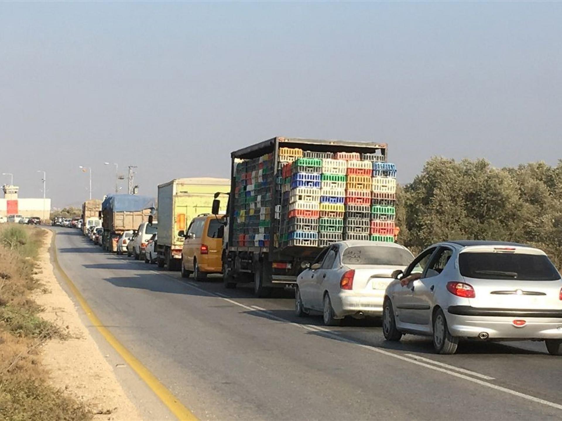 כלי רכב בתור למחסום יעבד