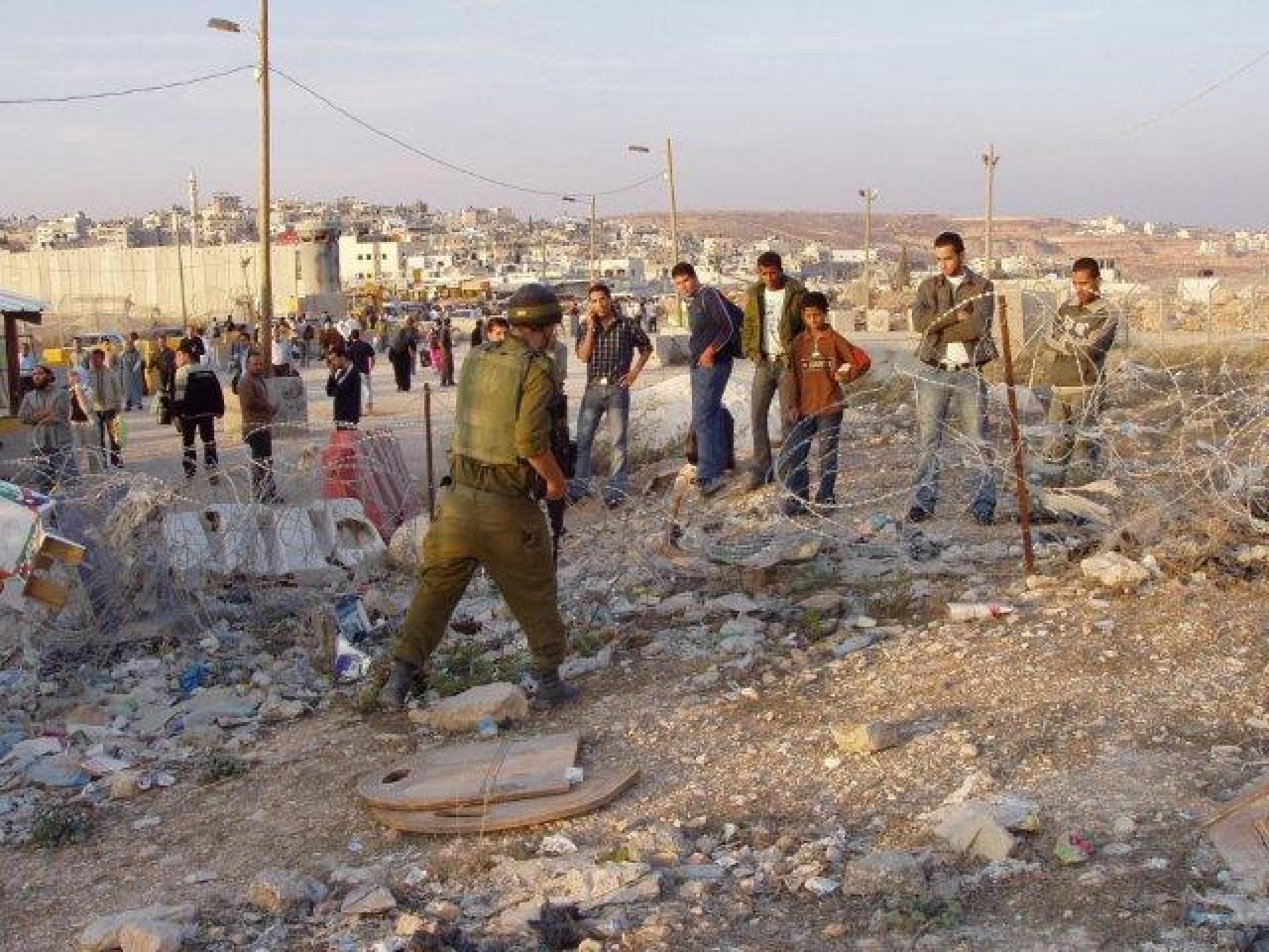 Qalandiya checkpoint 09.11.04.