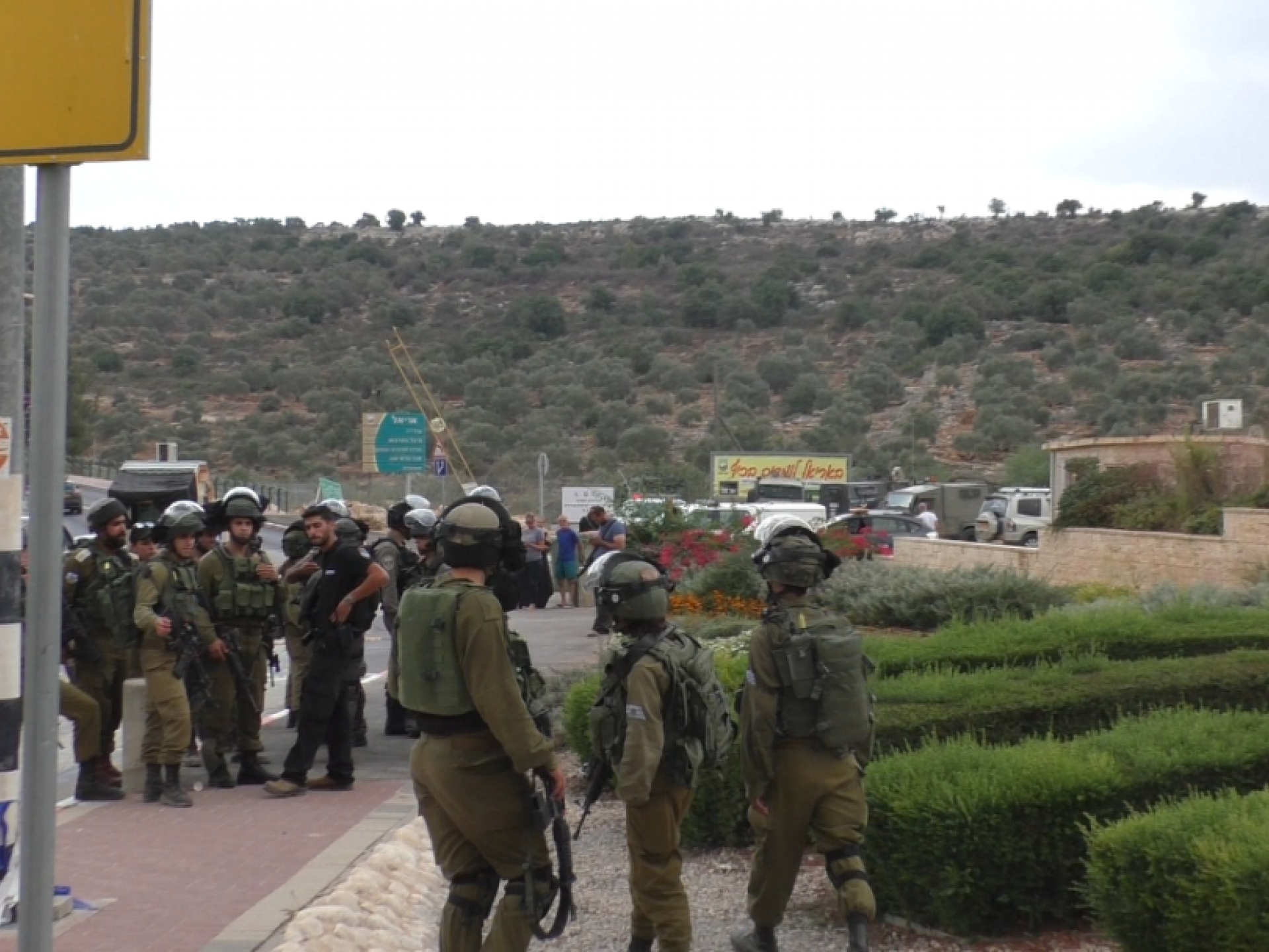 Armed soldiers at the entrance to the Ariel settlement