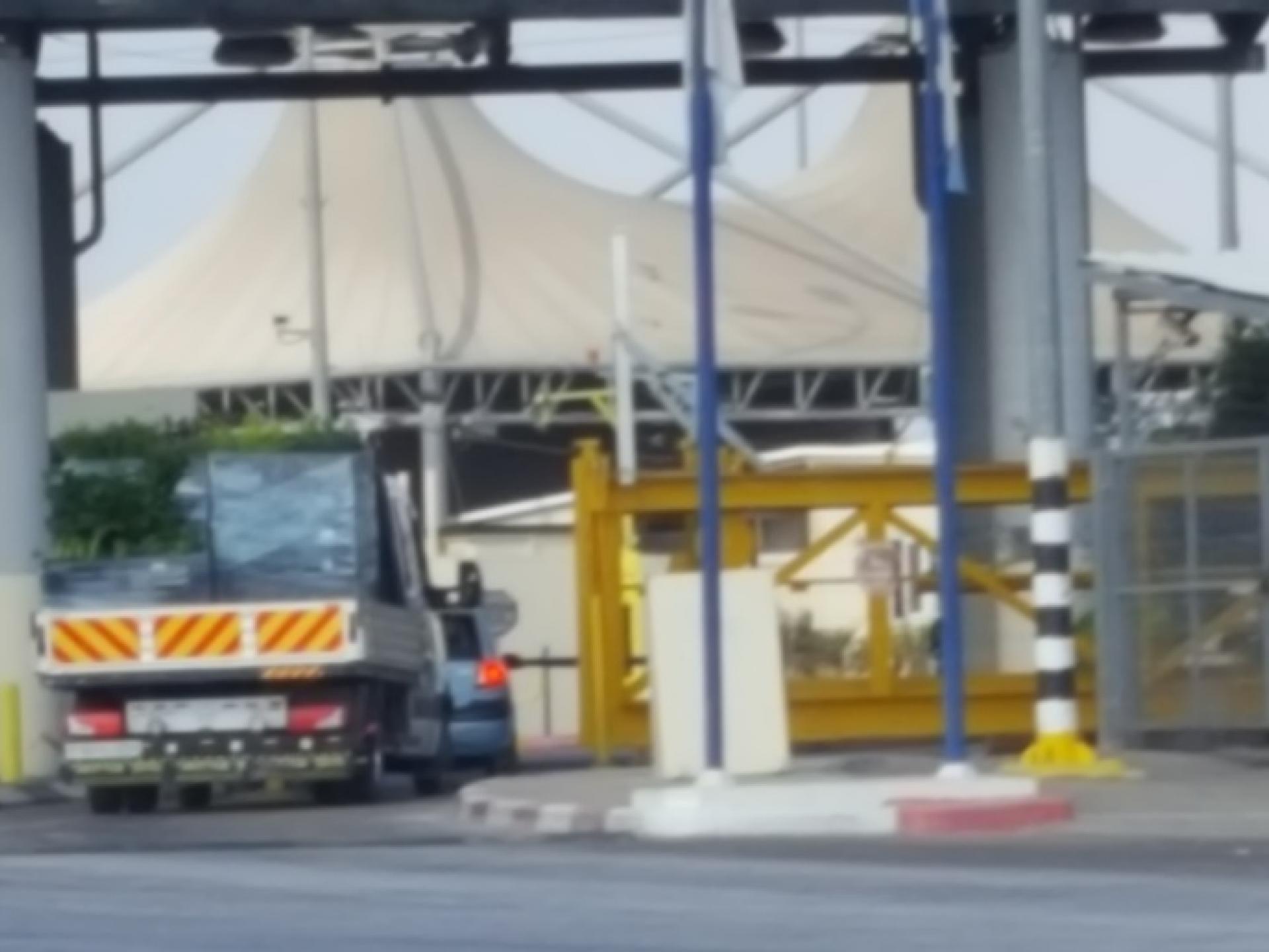 בשעה 09:10 המשאית נכנסת לעמדת הבידוק