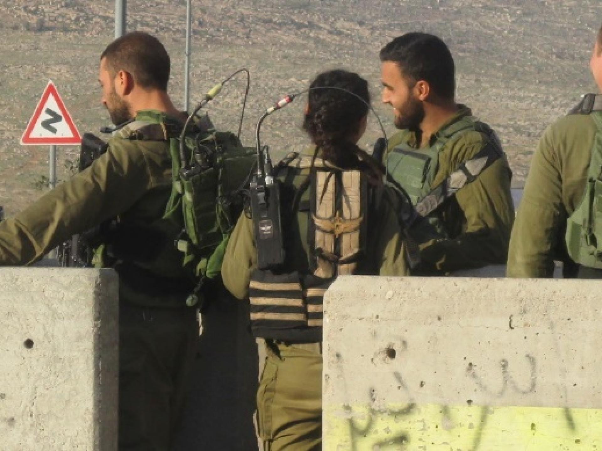 נוכחות צבאית בפתח הכפר חיזמה