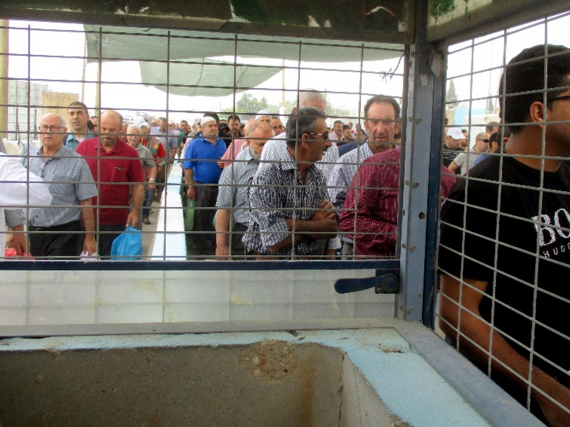 נהרות אדם במחסום קלנדיה
