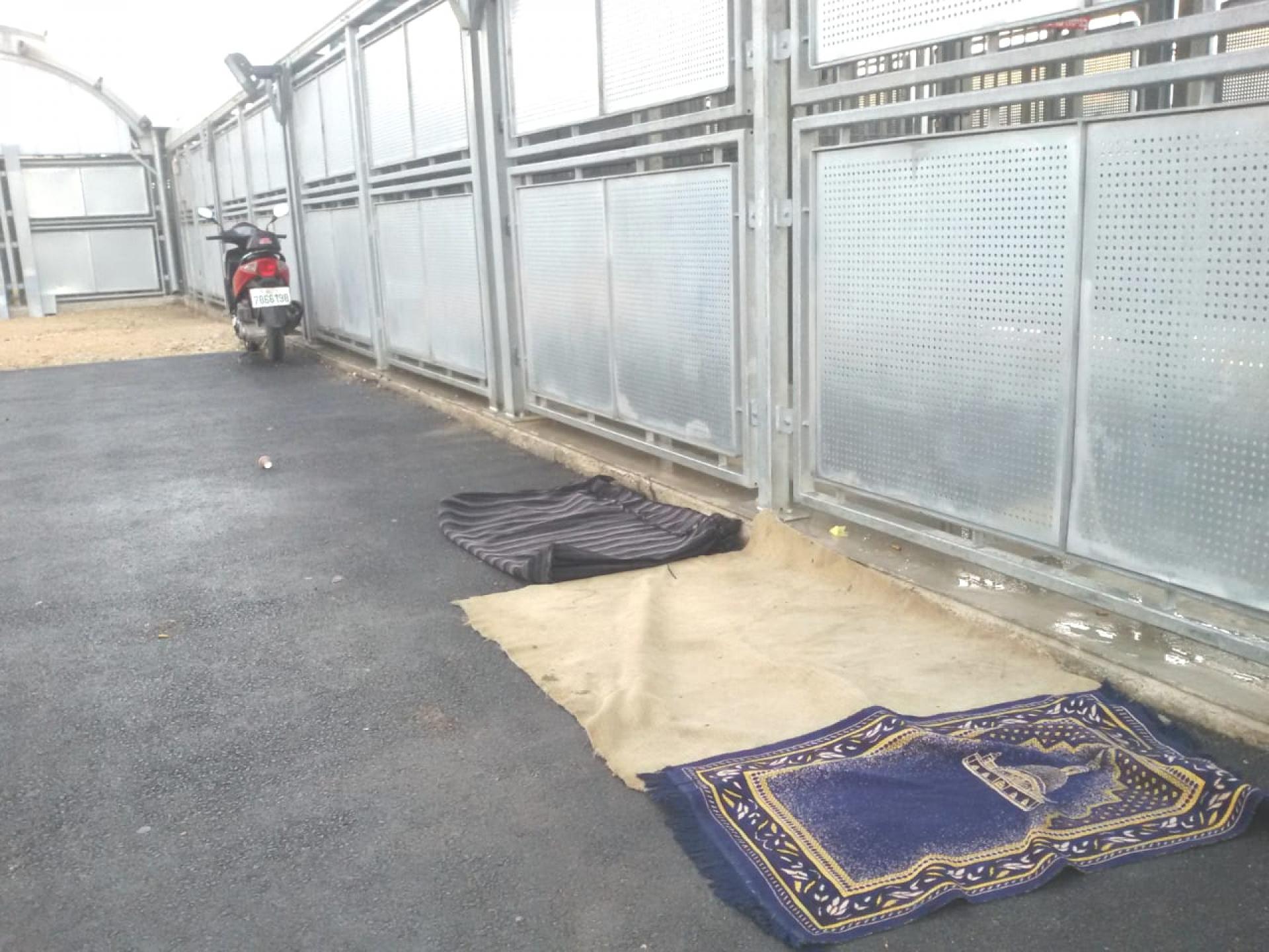פינת תפילה במחסום ברטעה