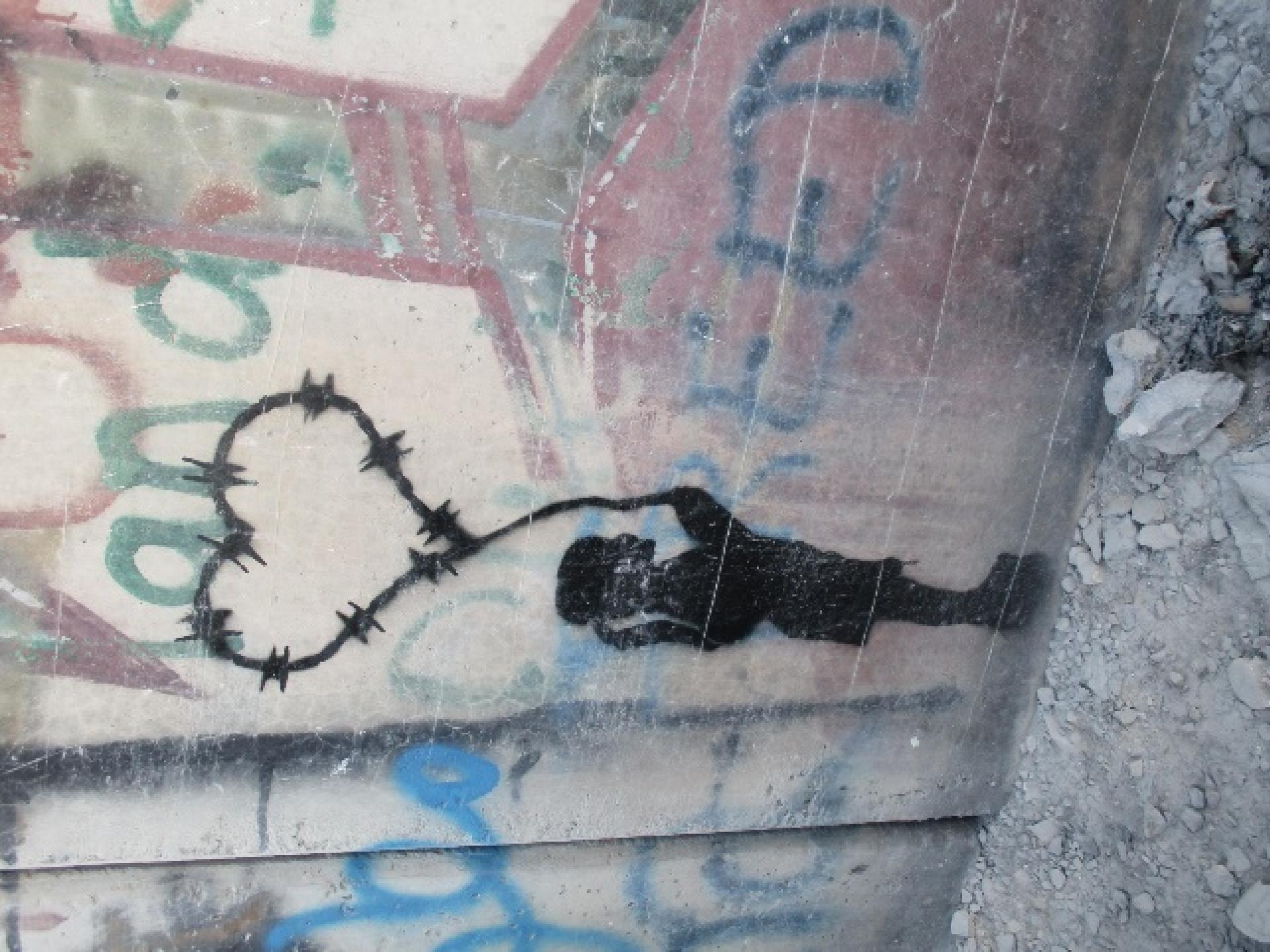 גרפיטי ציורי ילדים - ילדה עם בלון