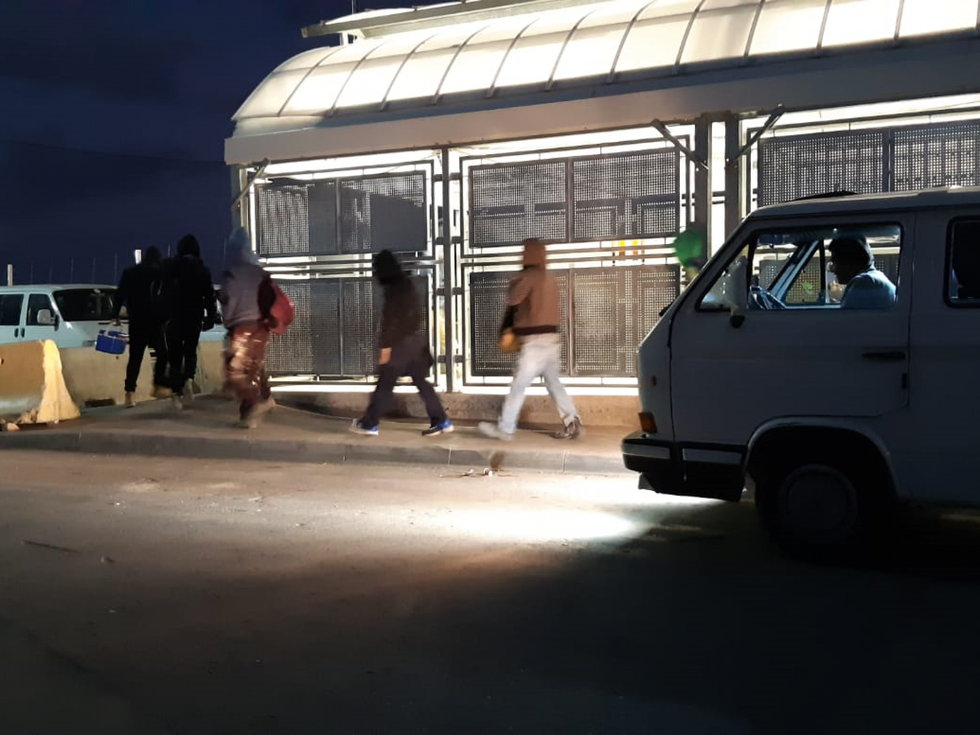 Barta'a Checkpoint – hurrying to the crossing installation