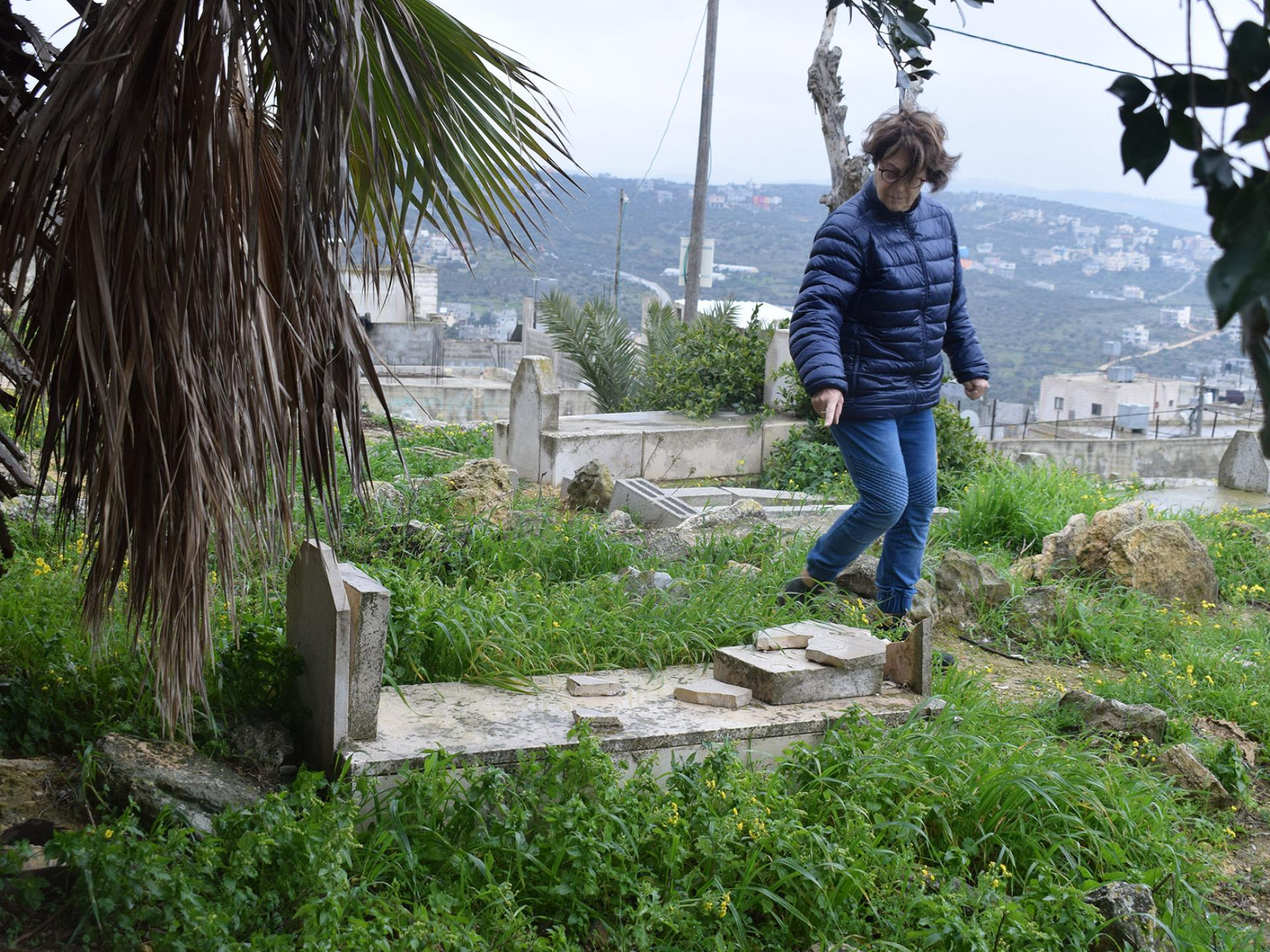 מצבות וקברים של פלסטינים - מנותצים