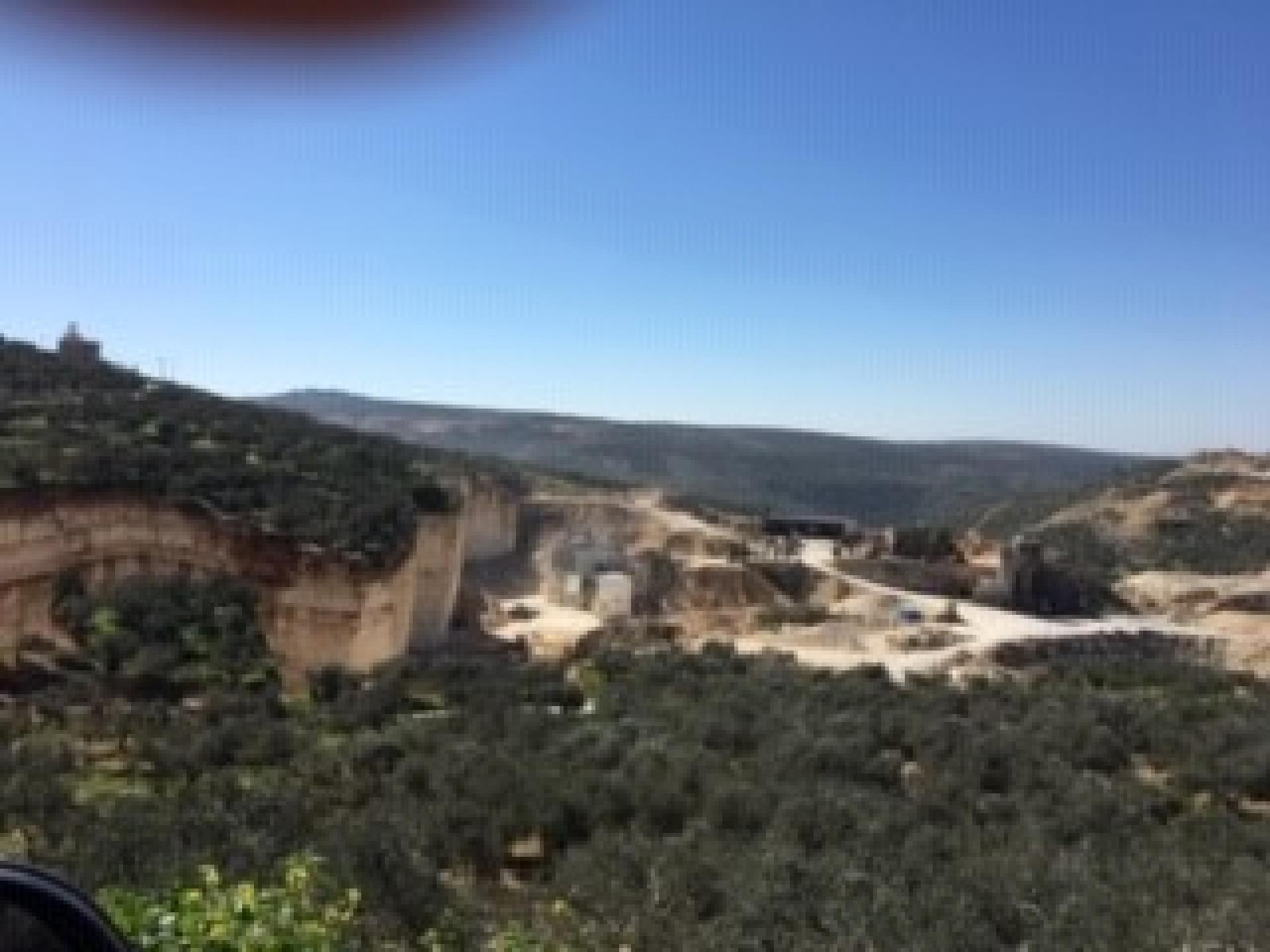 עסירה אל-קיבלייה: המחצבות של הכפר מספקות עבודה לתושבים רבים