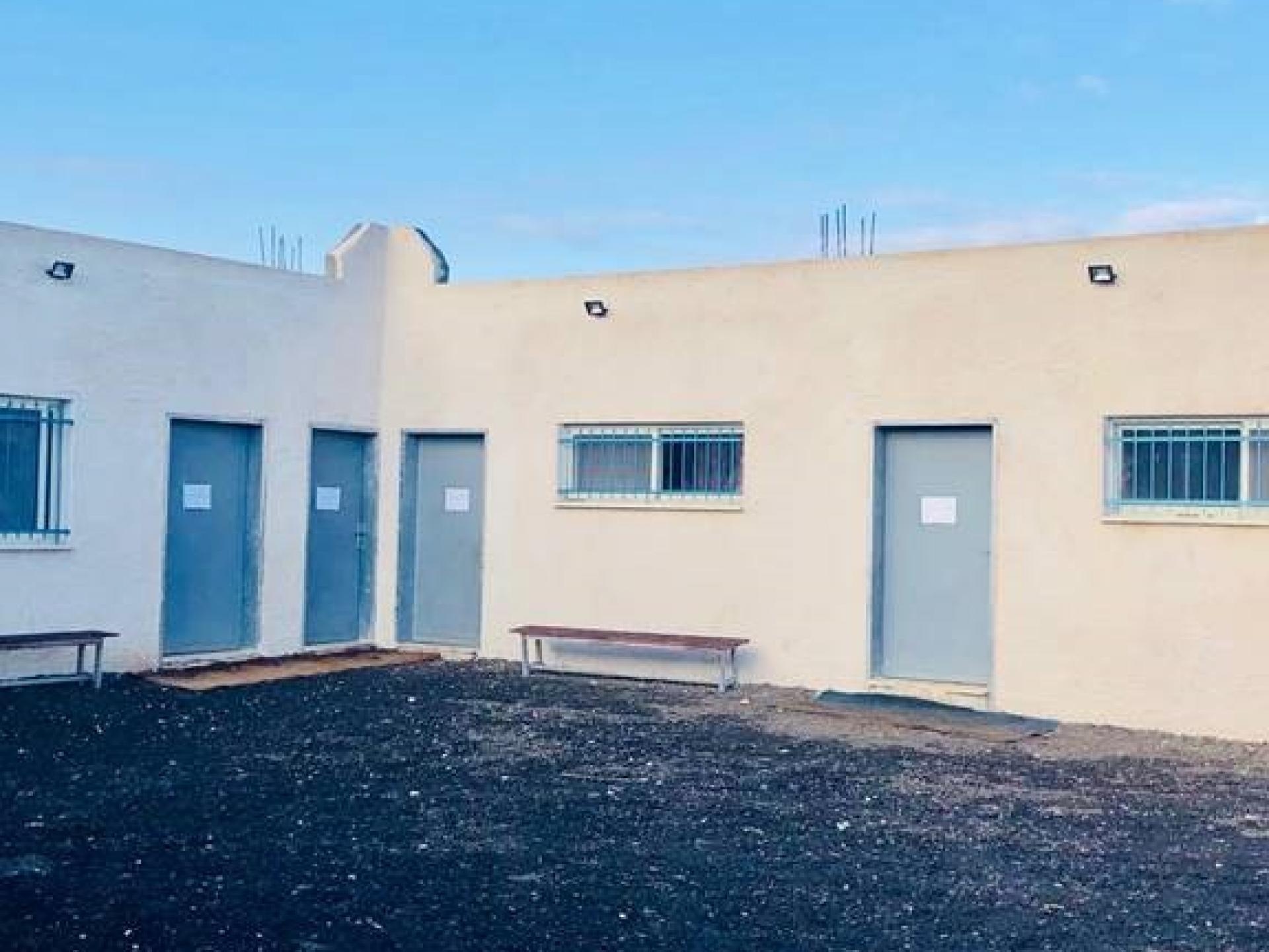 בית הספר החדש בכפר דהר אל מלכ, ליד מחסום טורה