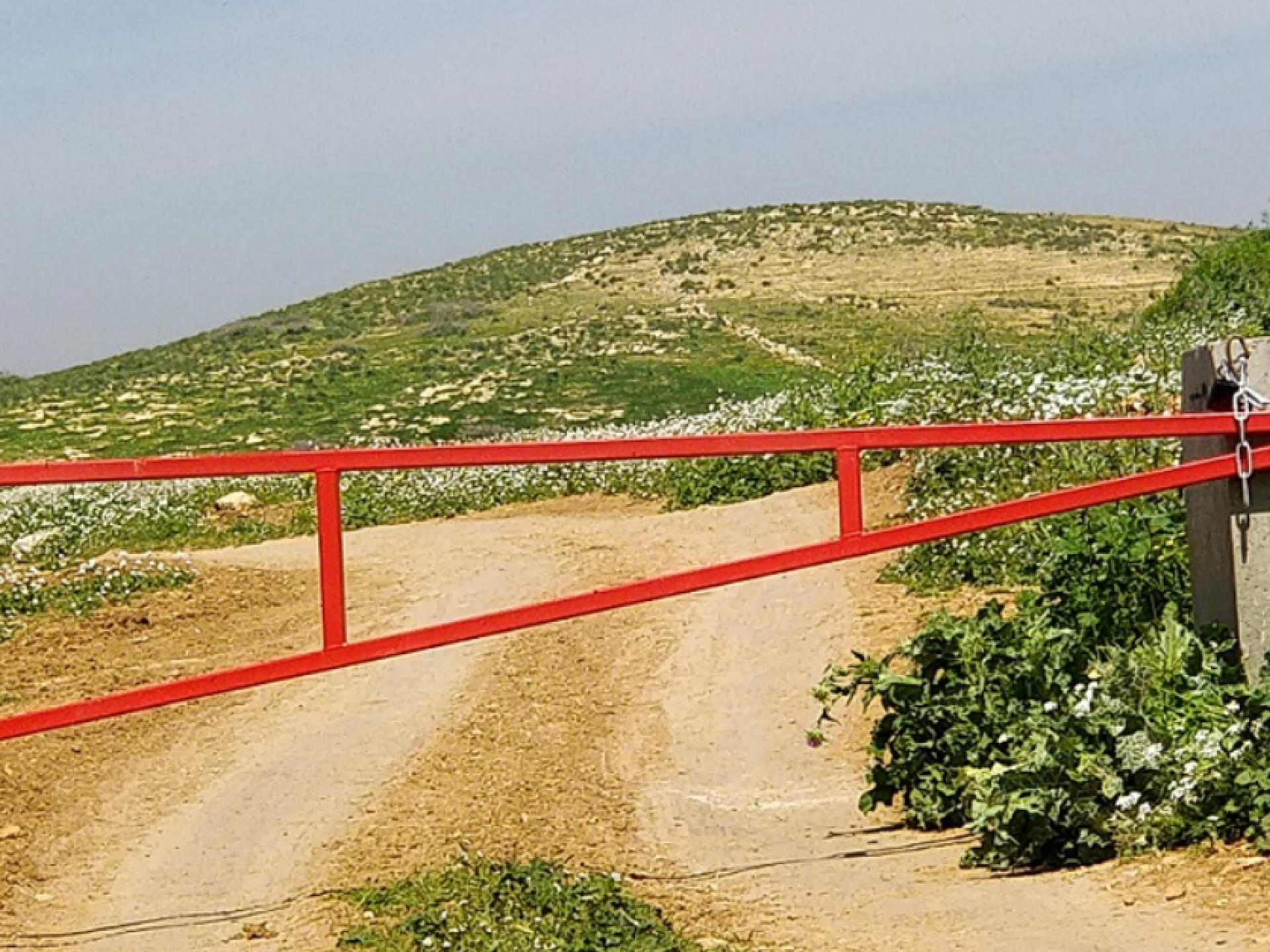 Palestinian Jordan Valley: the renewed Gokhia Gate blocks passage between the western and eastern parts of the West Bank