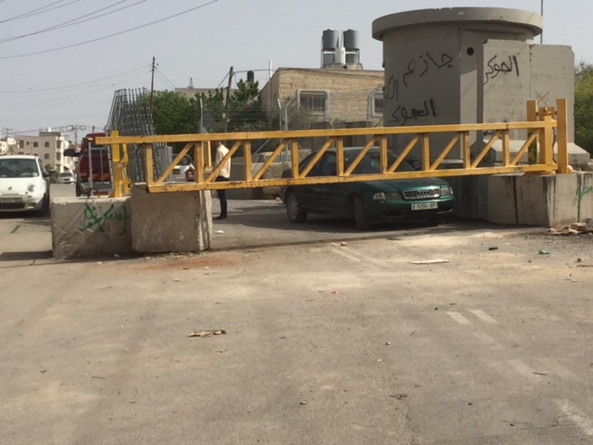 המחסום בקצה שכונת קפישה . שני המחסומים על ציר ציון