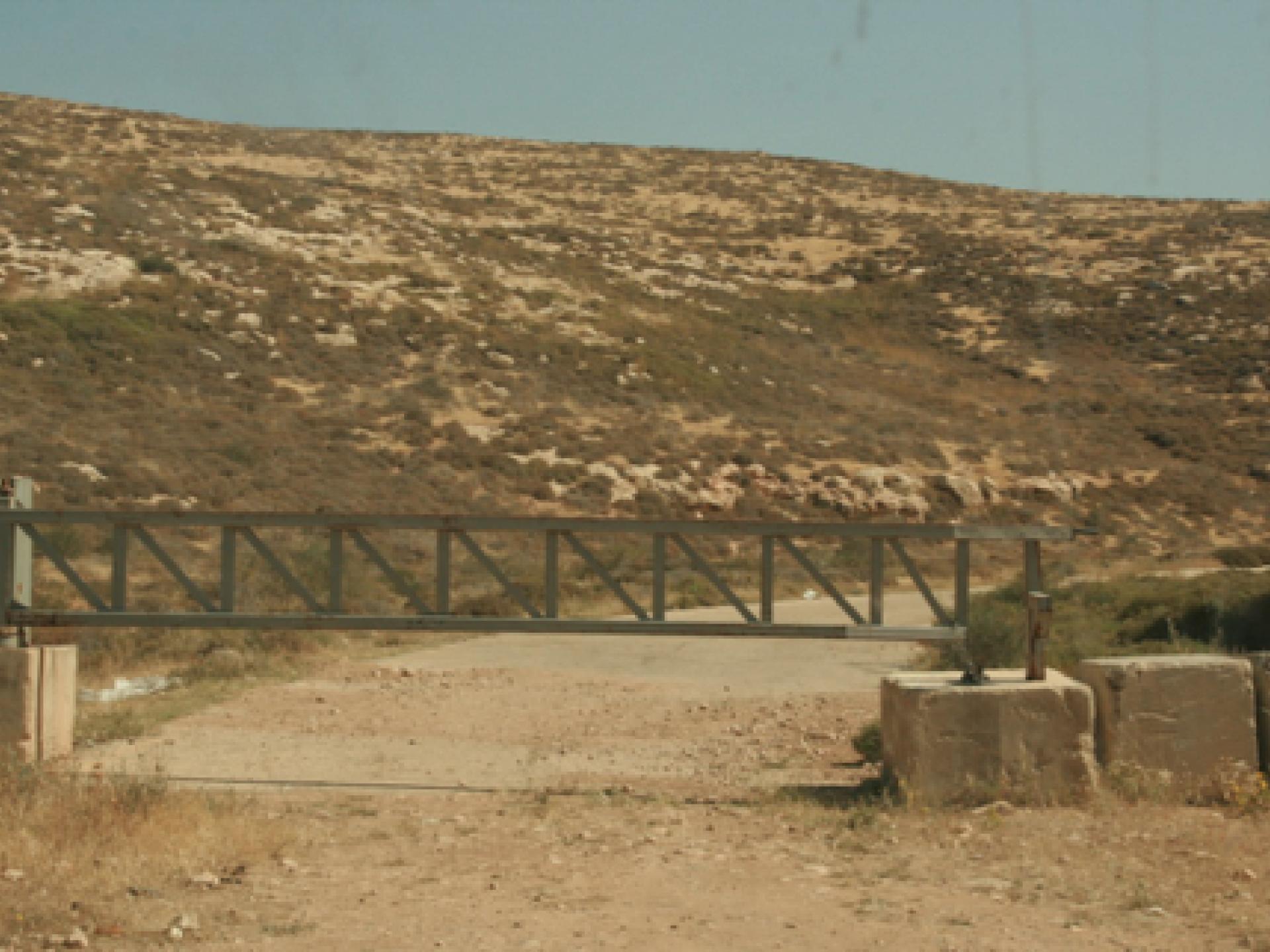 הכביש החסום בין התנחלות טנא עומרים לדהריה