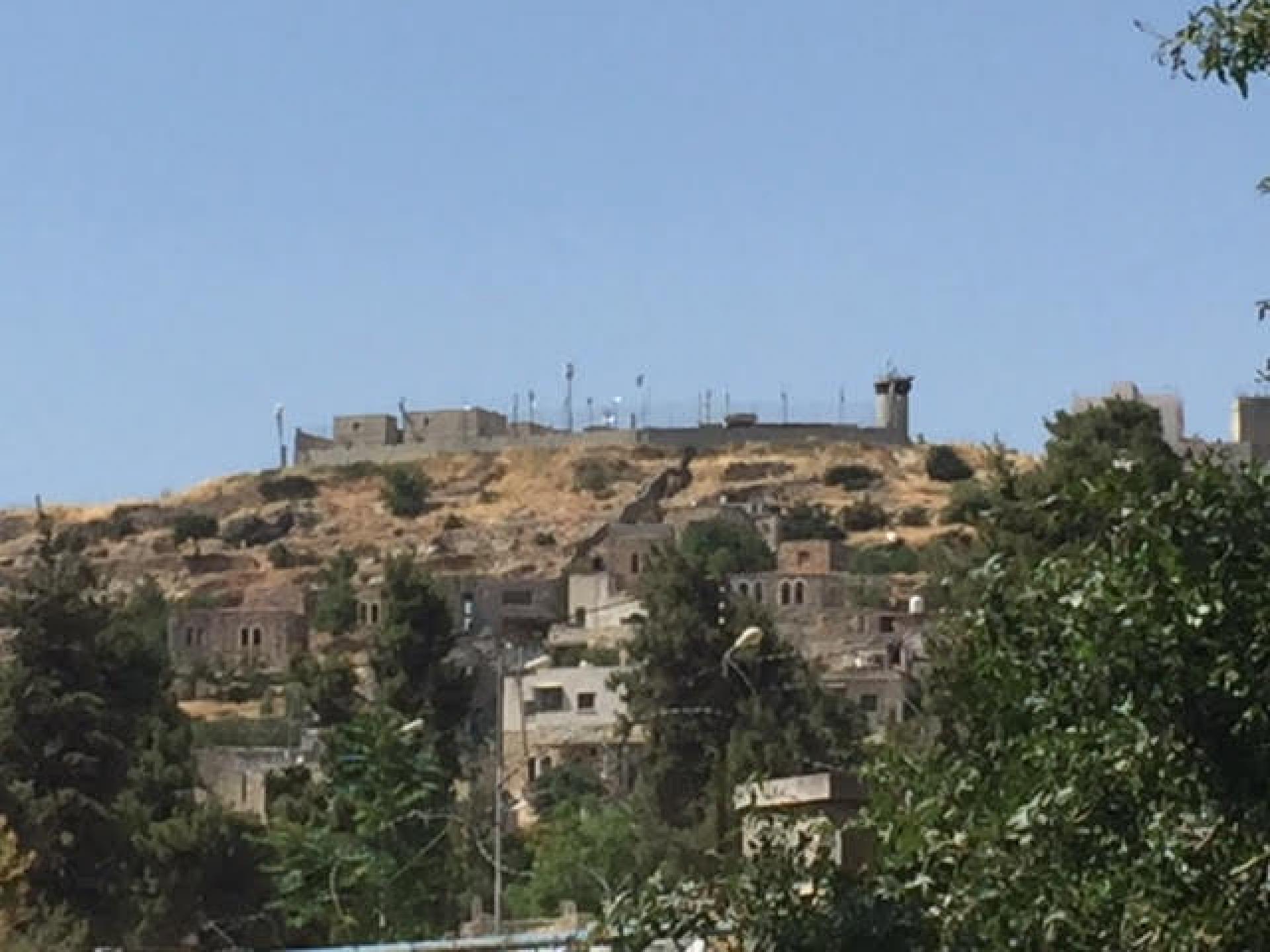 """הבסיס הצבאי של צה""""ל בתוך שכונת אבו סנאן באזור H1"""