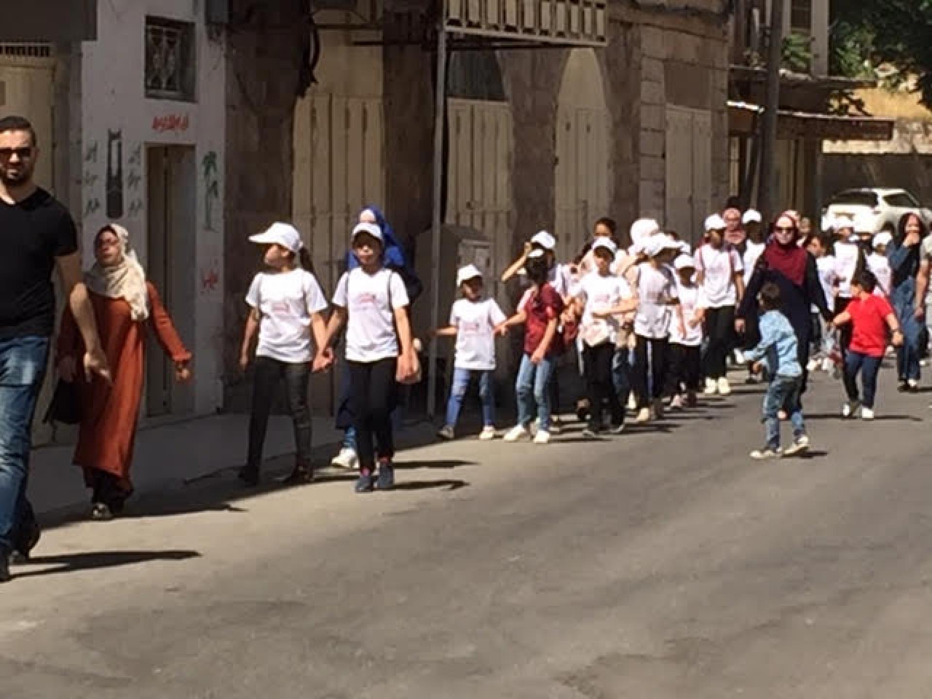 ילדי קייטנות מחברון באים לראות את מערת המכפלה