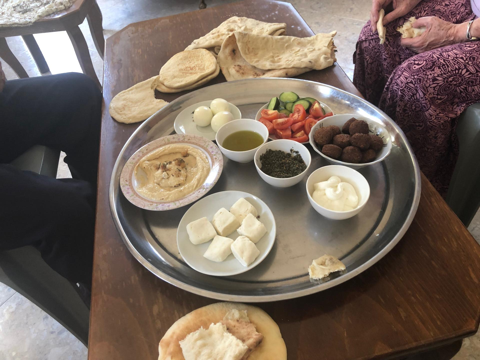 קדום. ארוחת בוקר פלסטינית
