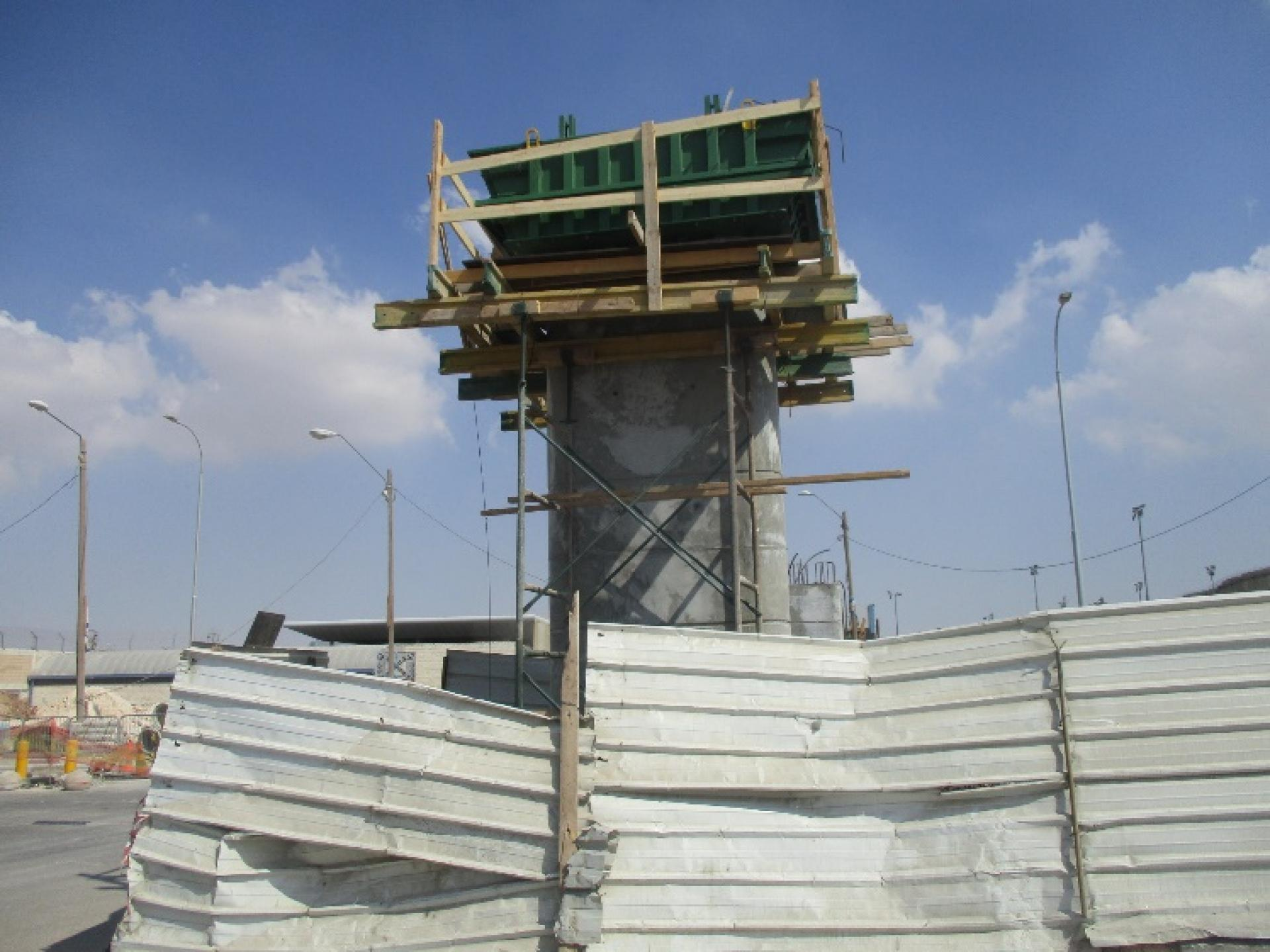 בנייה על מגרש החניה
