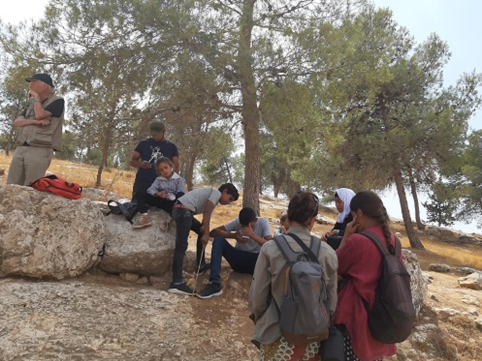 ילדים ומתנדבים מחכים לחיילים