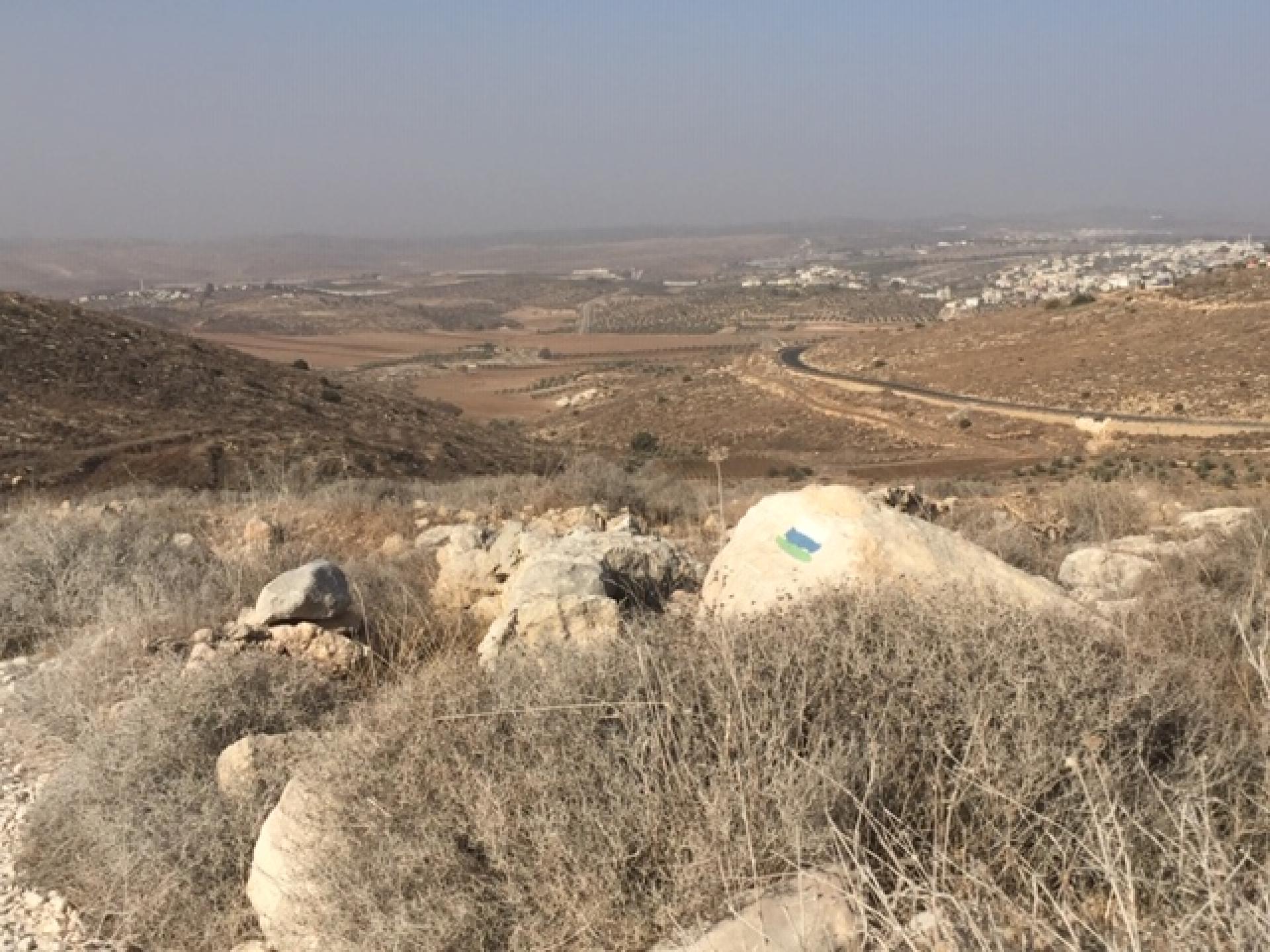 הסימונים של שביל הטיול הוא נסיון של המתנחלים להכניס לשביל ישראל את הטיולים שלהם