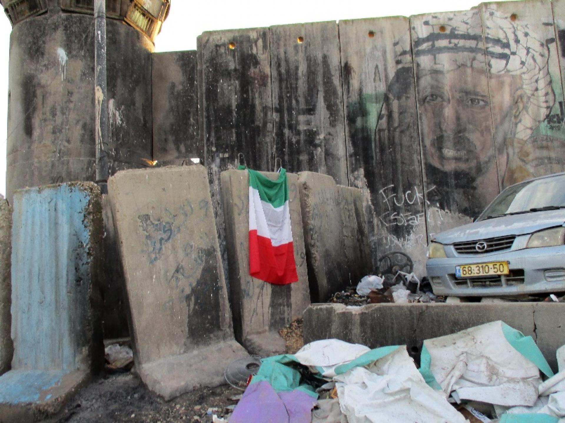 החומה מול מחנה הפליטים בקלנדיה