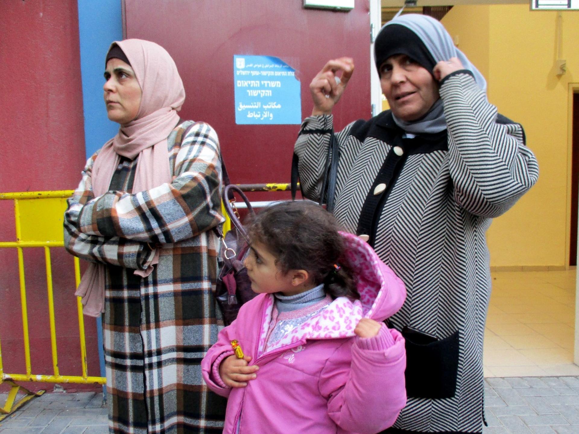 """נדיה, ביתה החולה למאר ואמא שלה מחכות למת""""ק"""
