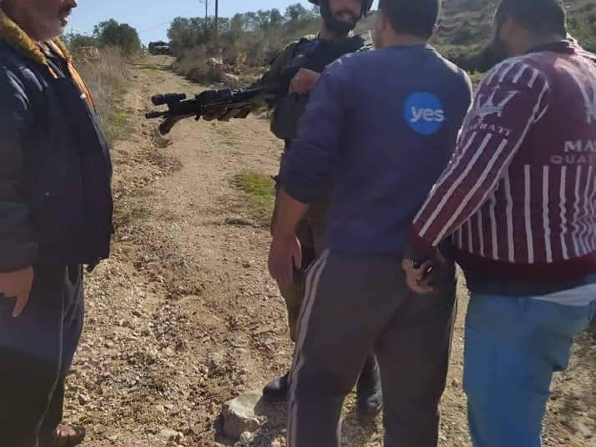 """חיילים מונעים מצעירי הכפר להגיע לביה""""ס"""