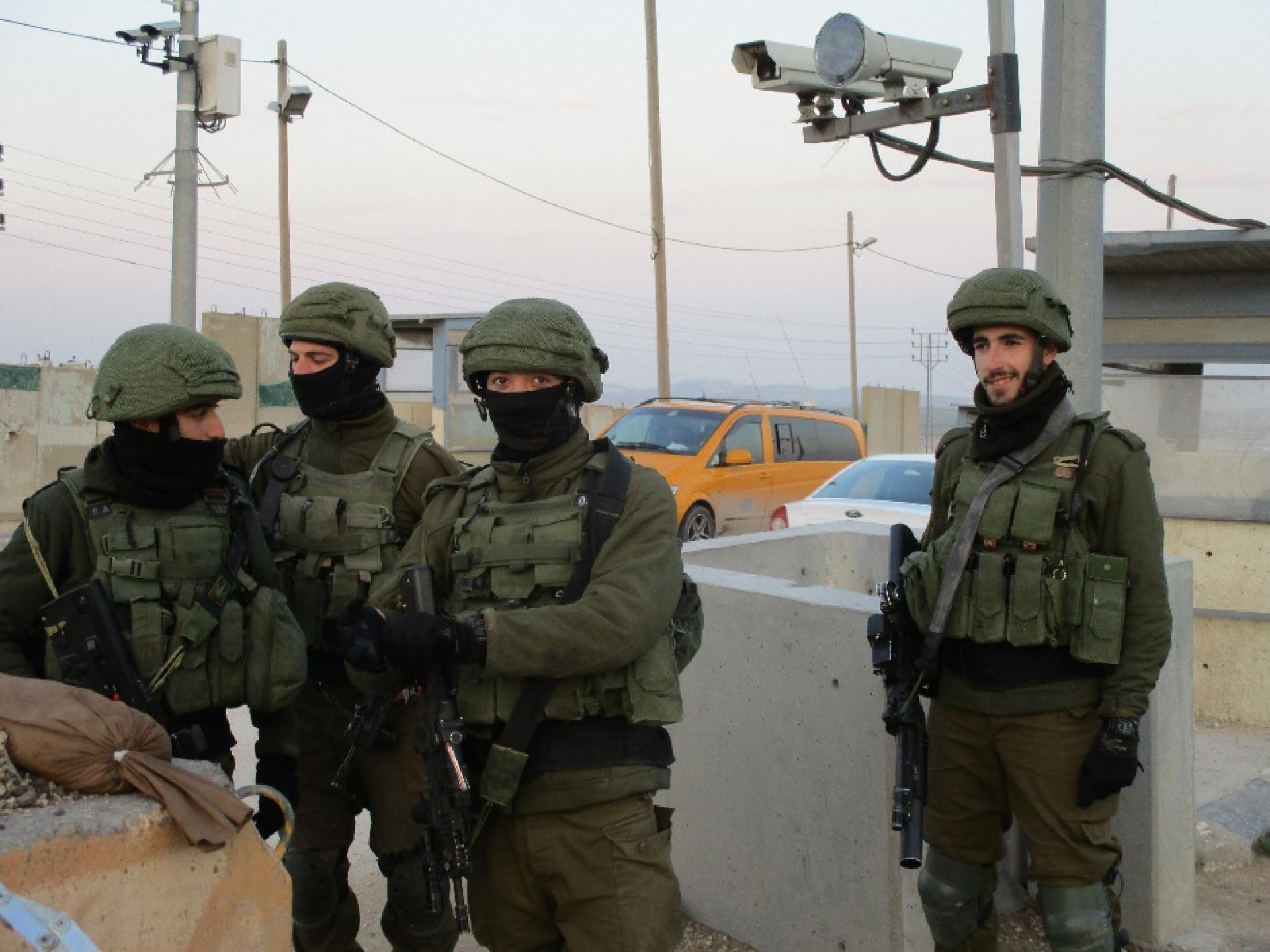חיילים במחסום ג'בע
