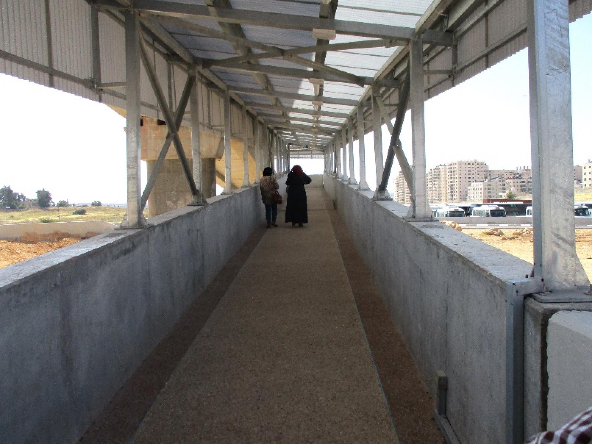 גשר מעל מחסום הרכבים