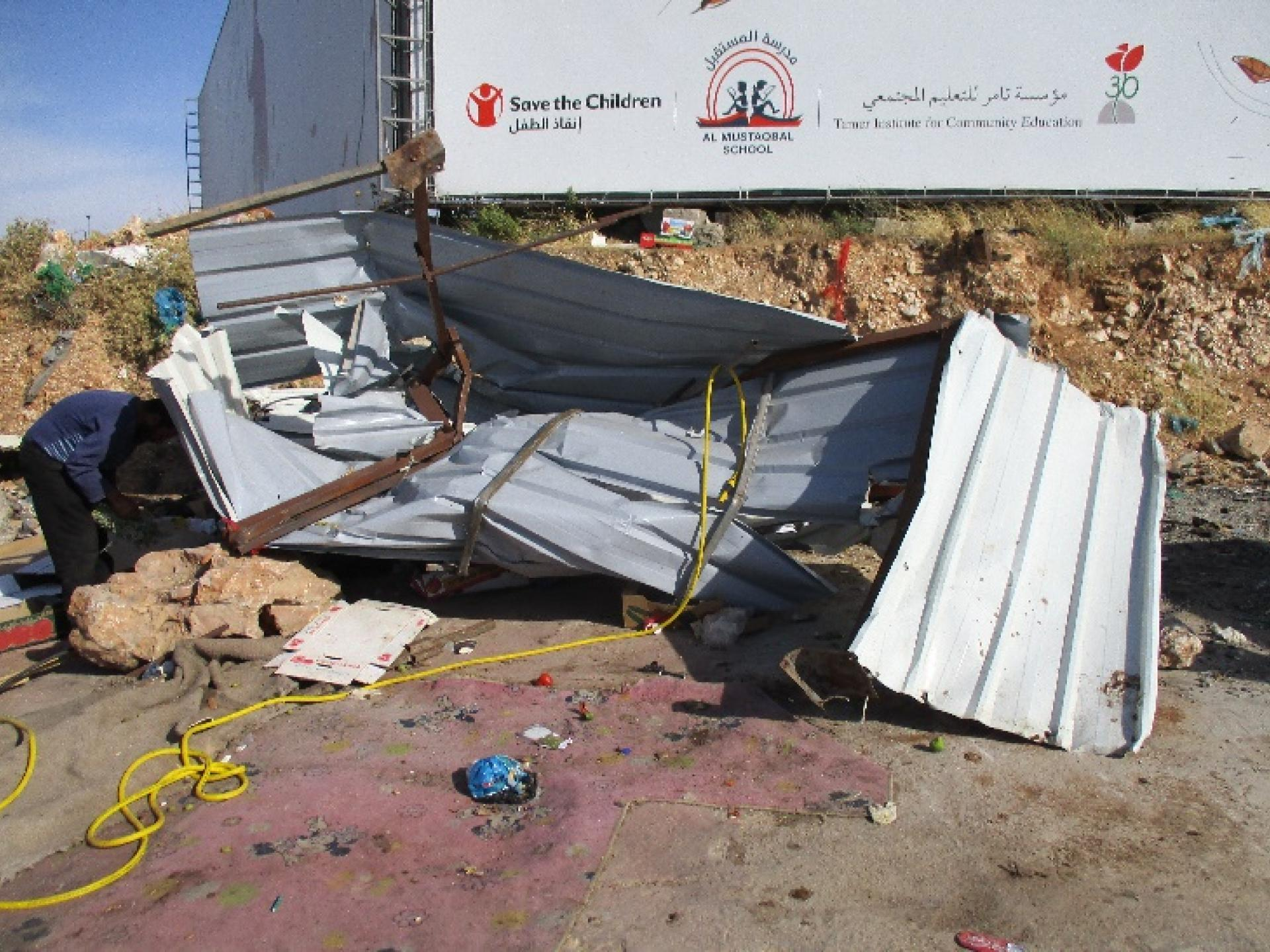 שאריות דוכני הפלסטינים שהחיילים הרסו