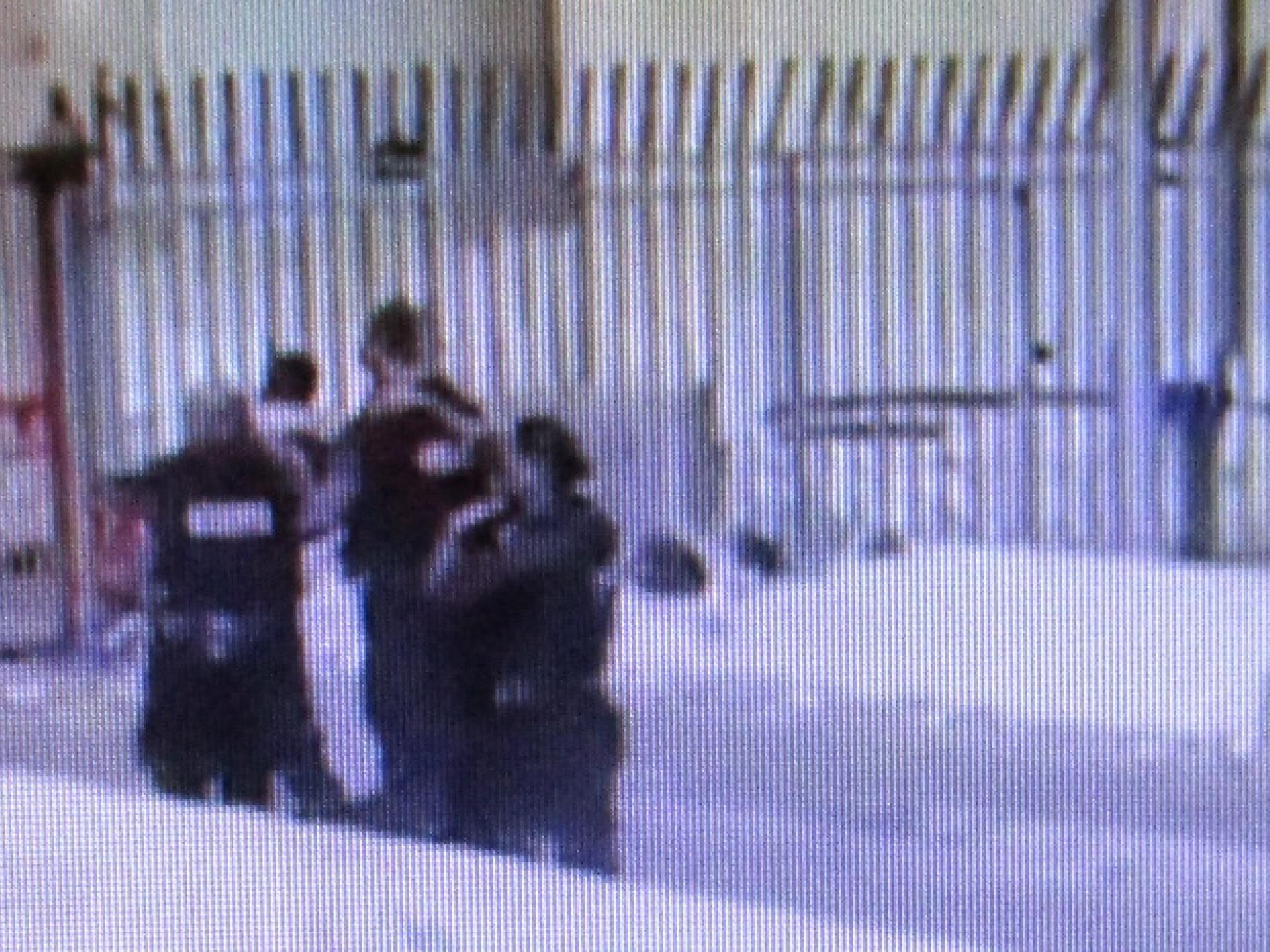 מתוך הסרטון: שניות לפני שאחמד ותופסיו נבלעו בתוך המחסום