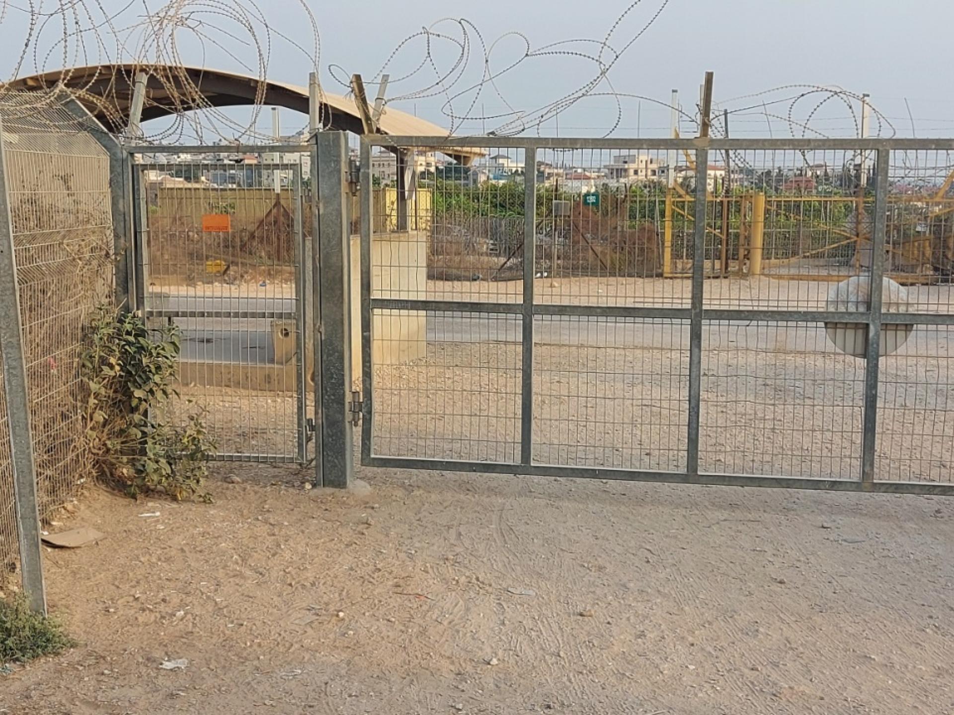 שער המחסום סגור
