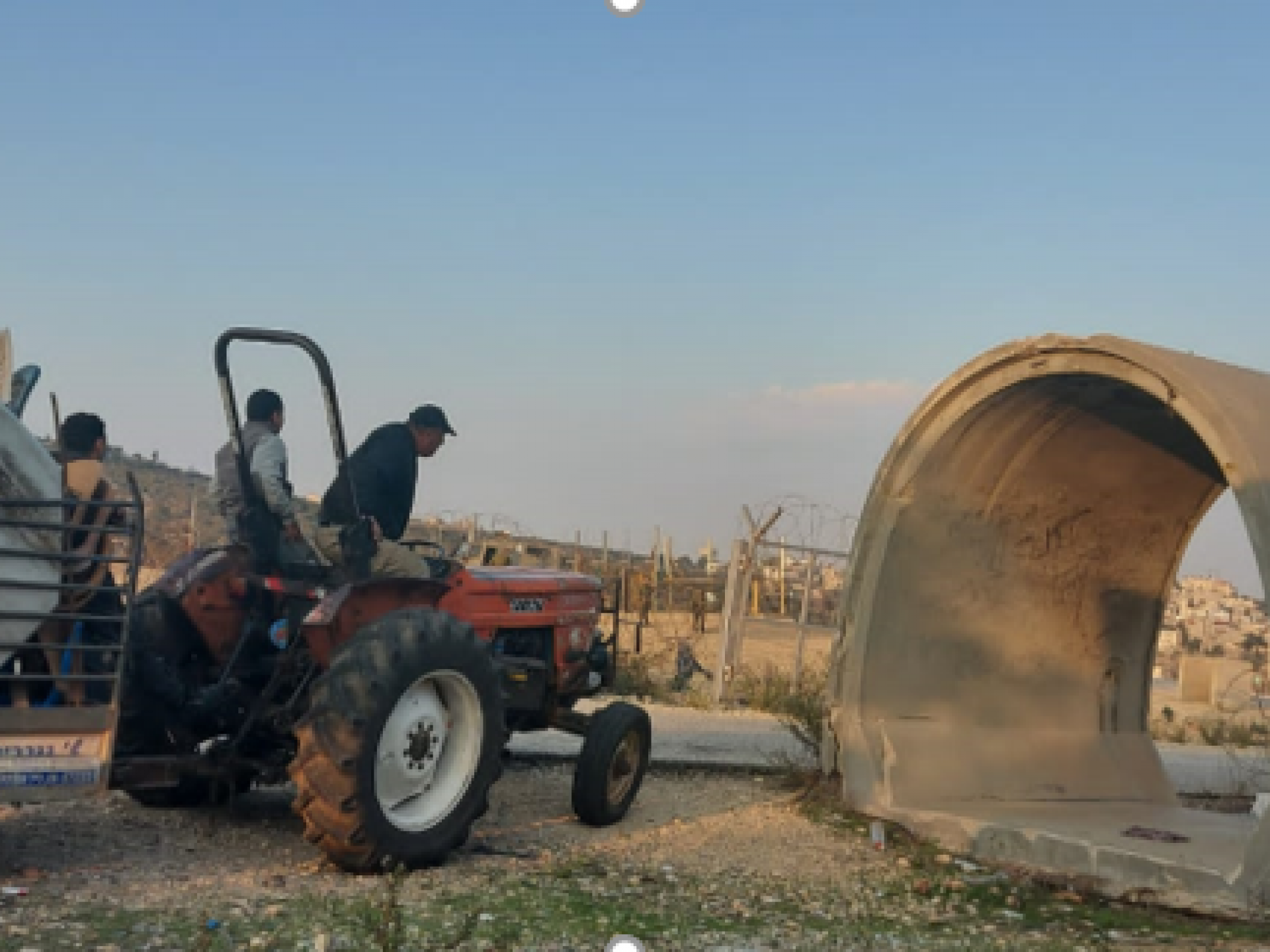 מחסום עאנין - בחזרה הביתה עם גרוטאות שנאספו בכפרים