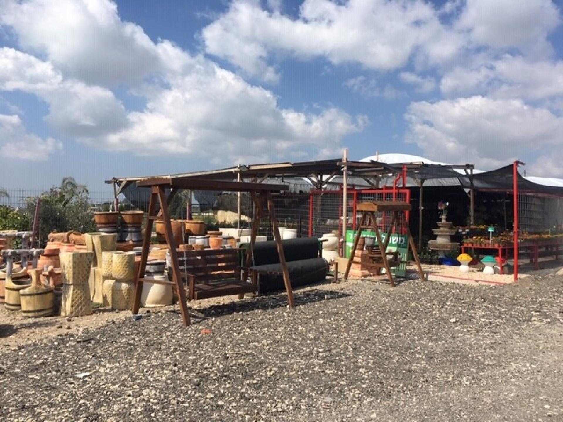 אורנית, חנות-משתלה חדשה בדרך לכפר קאסם