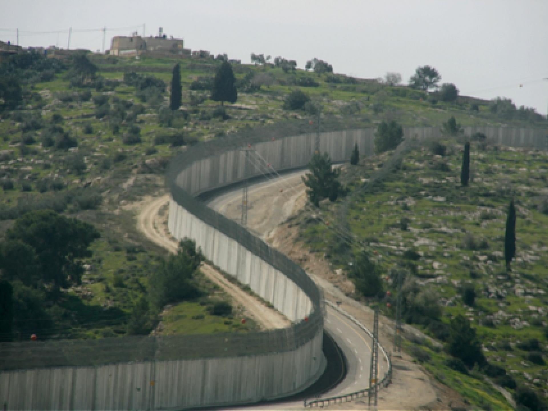 ארכיטקטורה של כיבוש: חומות בטון, גדרות תיל, פילבוקסים ומחסומים