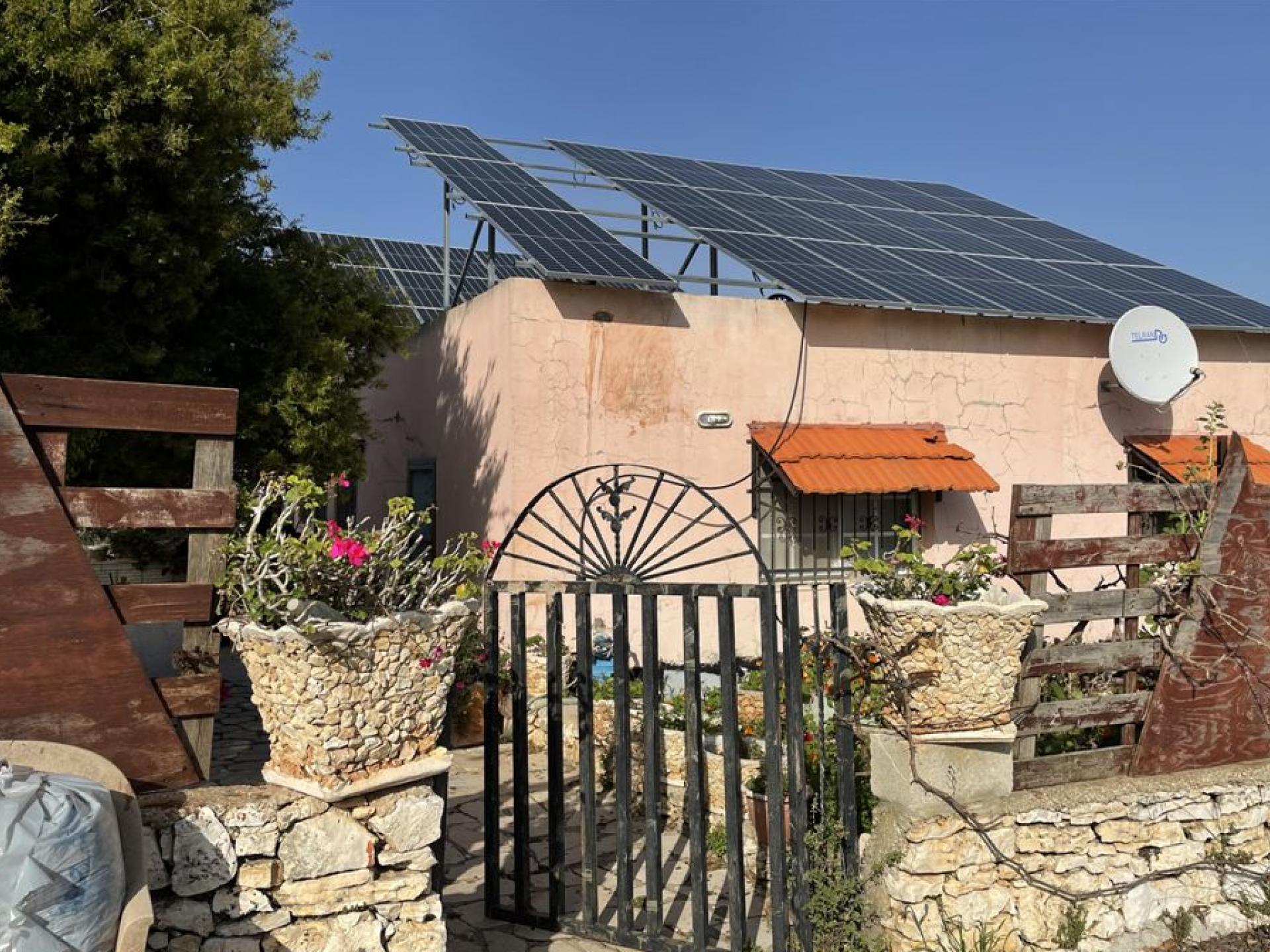 פאנלים סולאריים עע גג בית