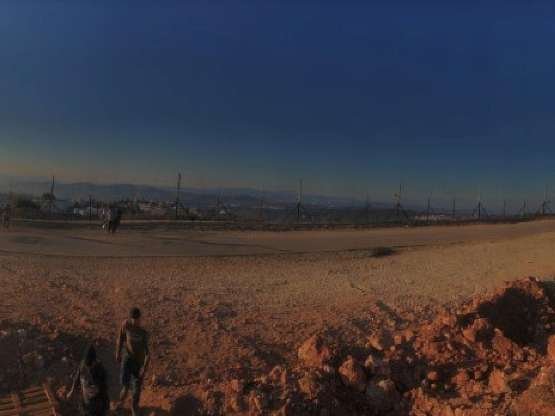 מבט על הגדר הפרוצה באזור עאנין