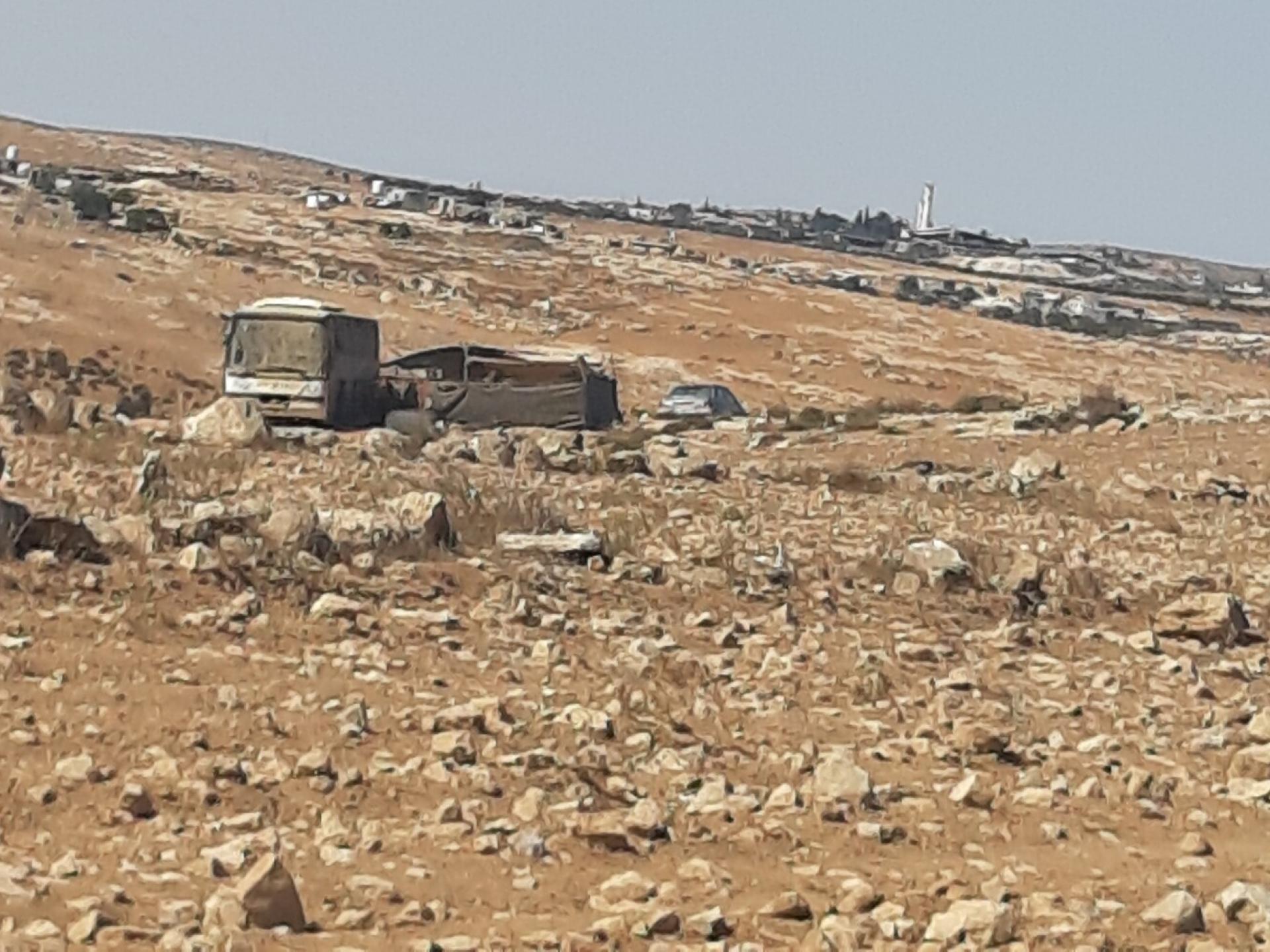 אוטובוס שהוסב למגורים במאחז לא חוקי בדרום הר חברון