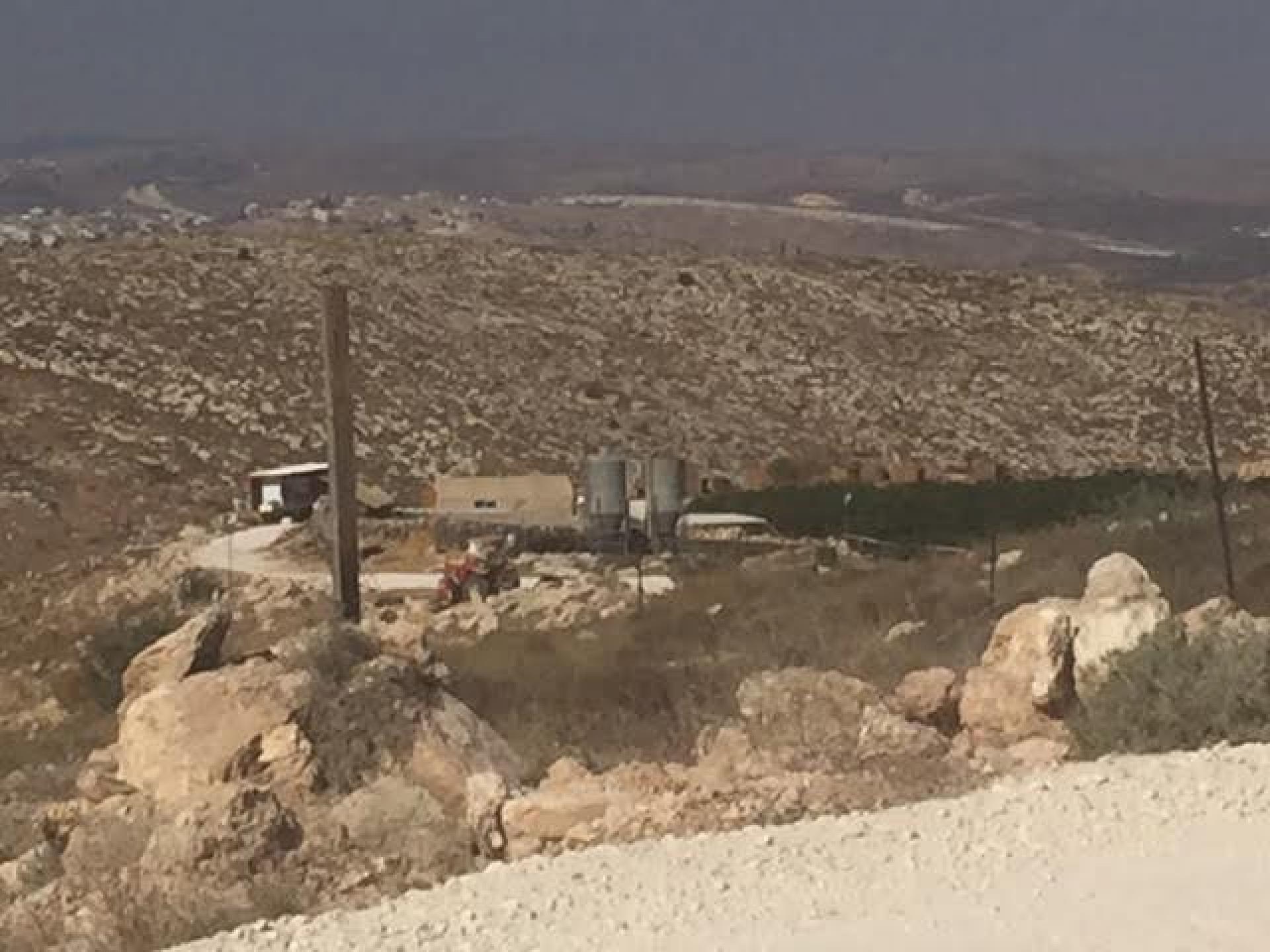 הכשרת גבעה שלישית ליד נגוהות לאדוני הארץ. כך גוזלים אדמות פרטיות של פלסטינים