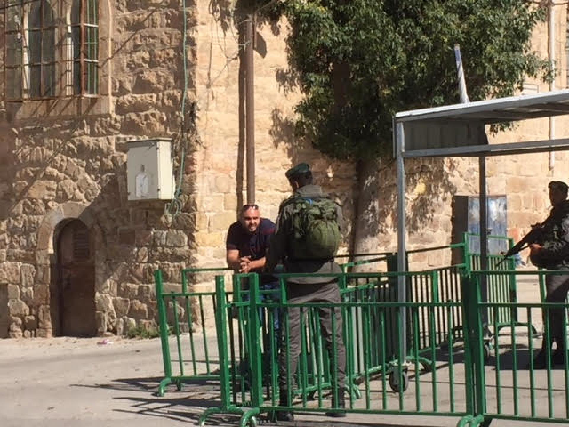 משמר הגבול שומר.התמונה צולמהמחנותו של עבד ליד מערת המכפלה