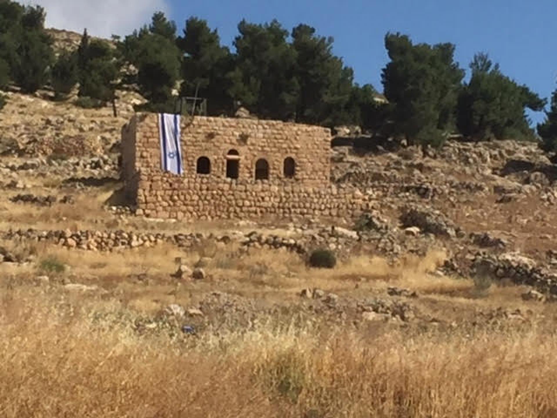 מול בריכת המעיין ליד צומת דורא-אל פאוואר וגם בבריכה השתלטות של הצבא