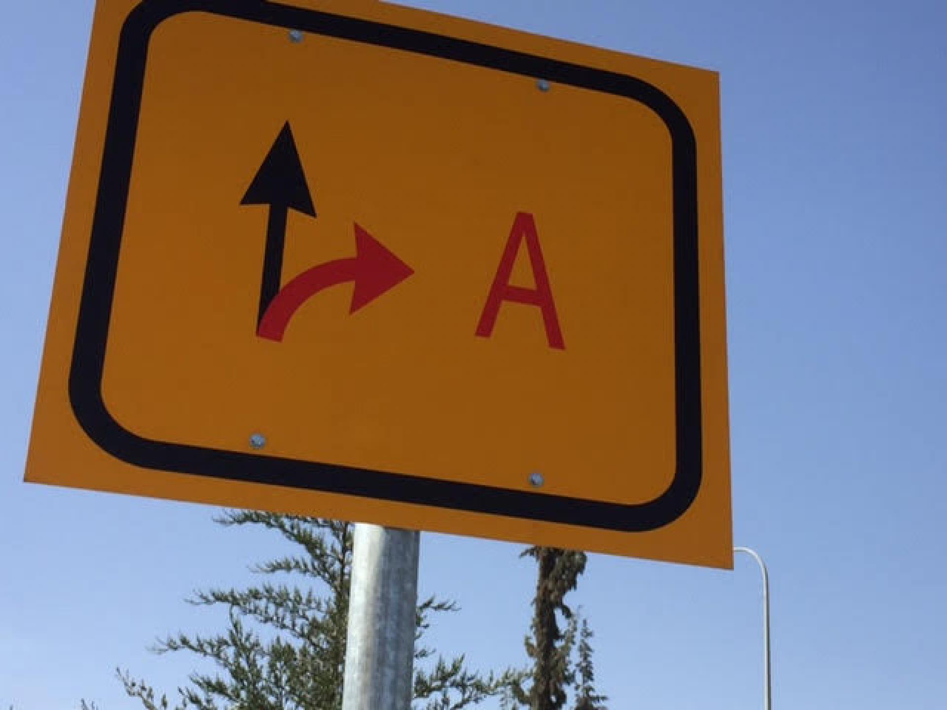 On Route 60 before entering Dhahariya, four signs have been erected to to warn Israelis not to enter Area A