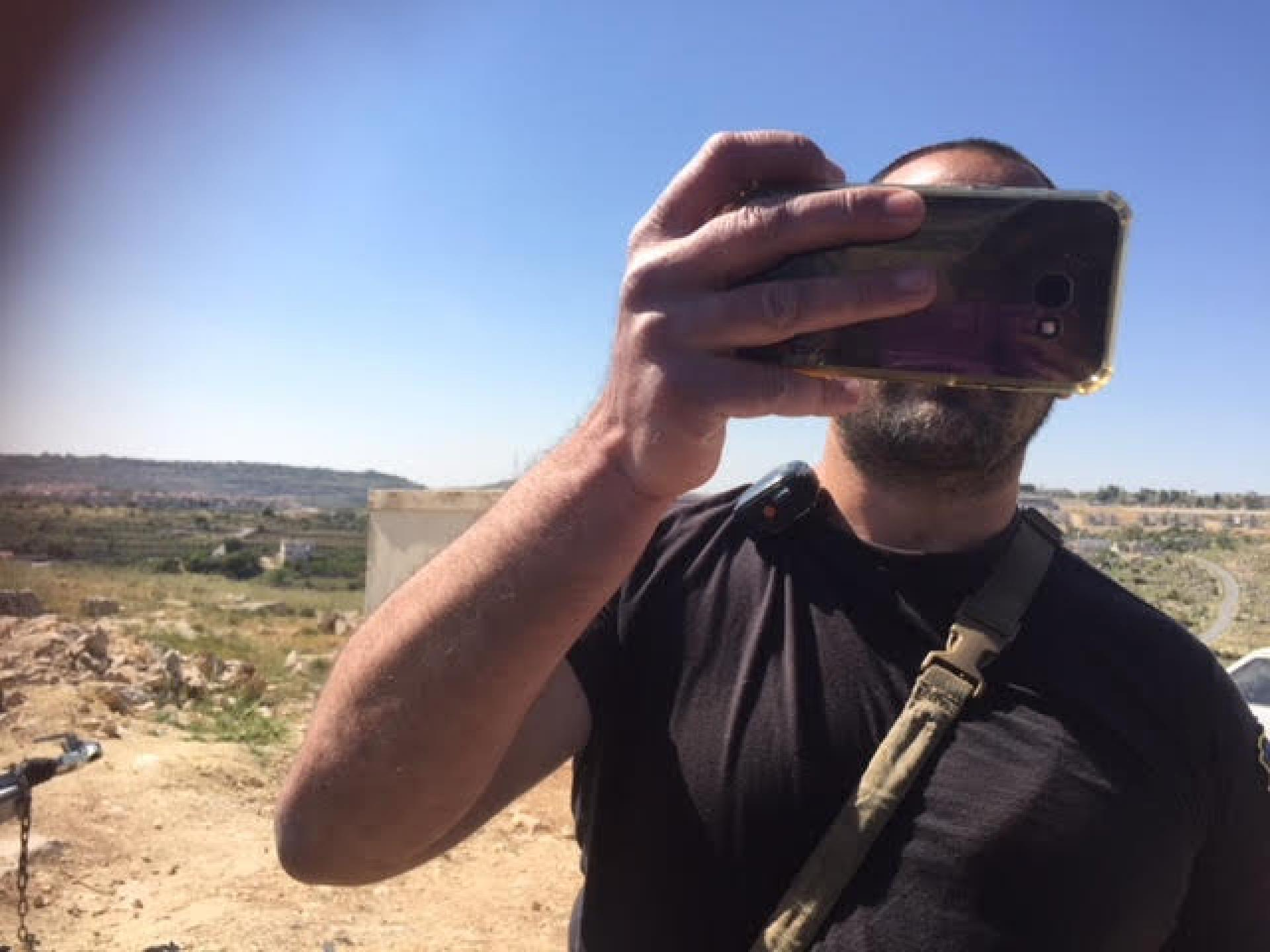 We ran into Moshe, Kiryat Arba's security official. He officiated and took photos, we photographed right back