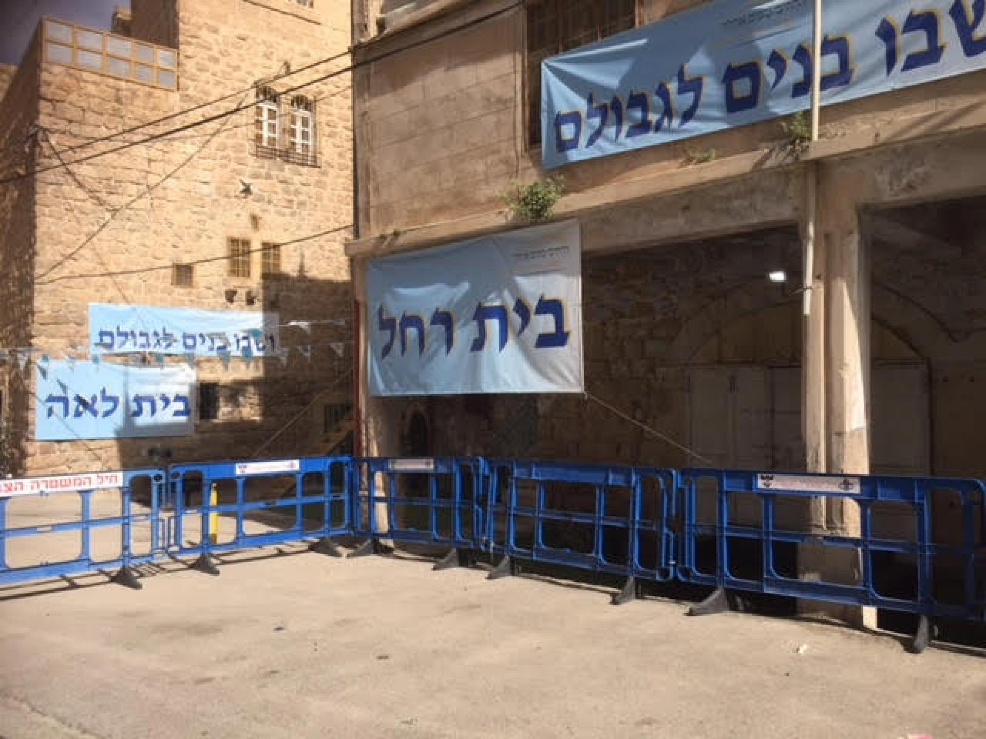 The police barriers protect  the settlers
